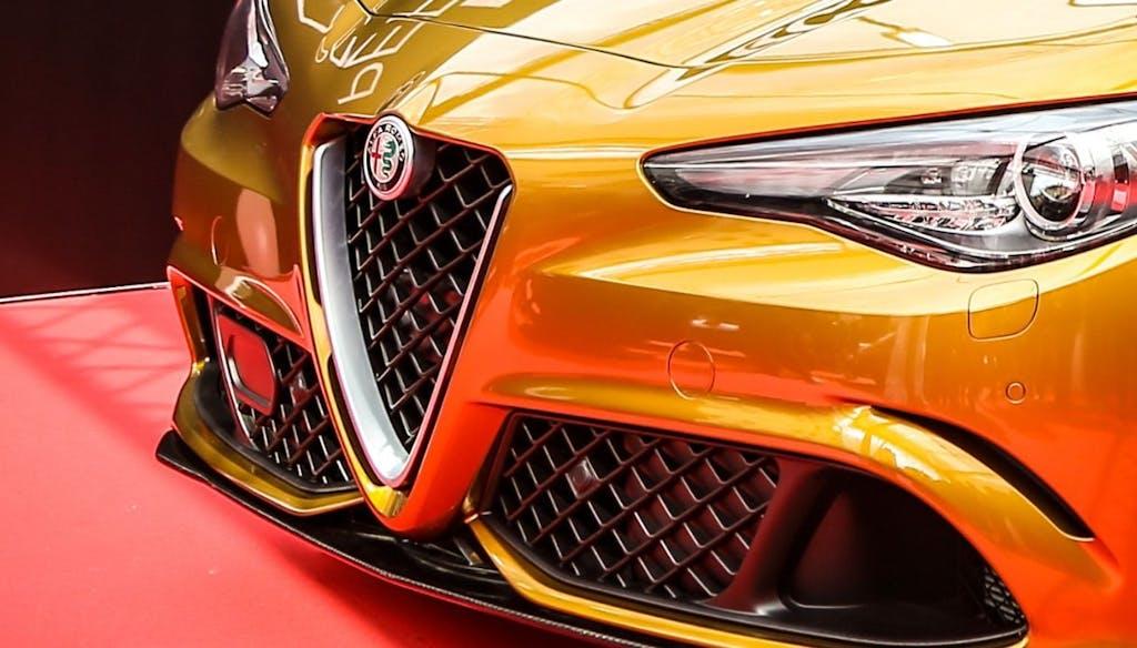 Alfa RomeoGiulia Quadrifoglioin oro per la 1000 Miglia