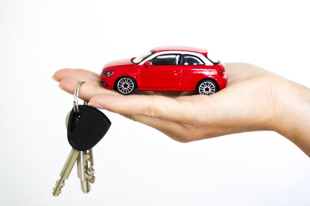 Mercato auto, sempre più italiani preferiscono il noleggio all'acquisto