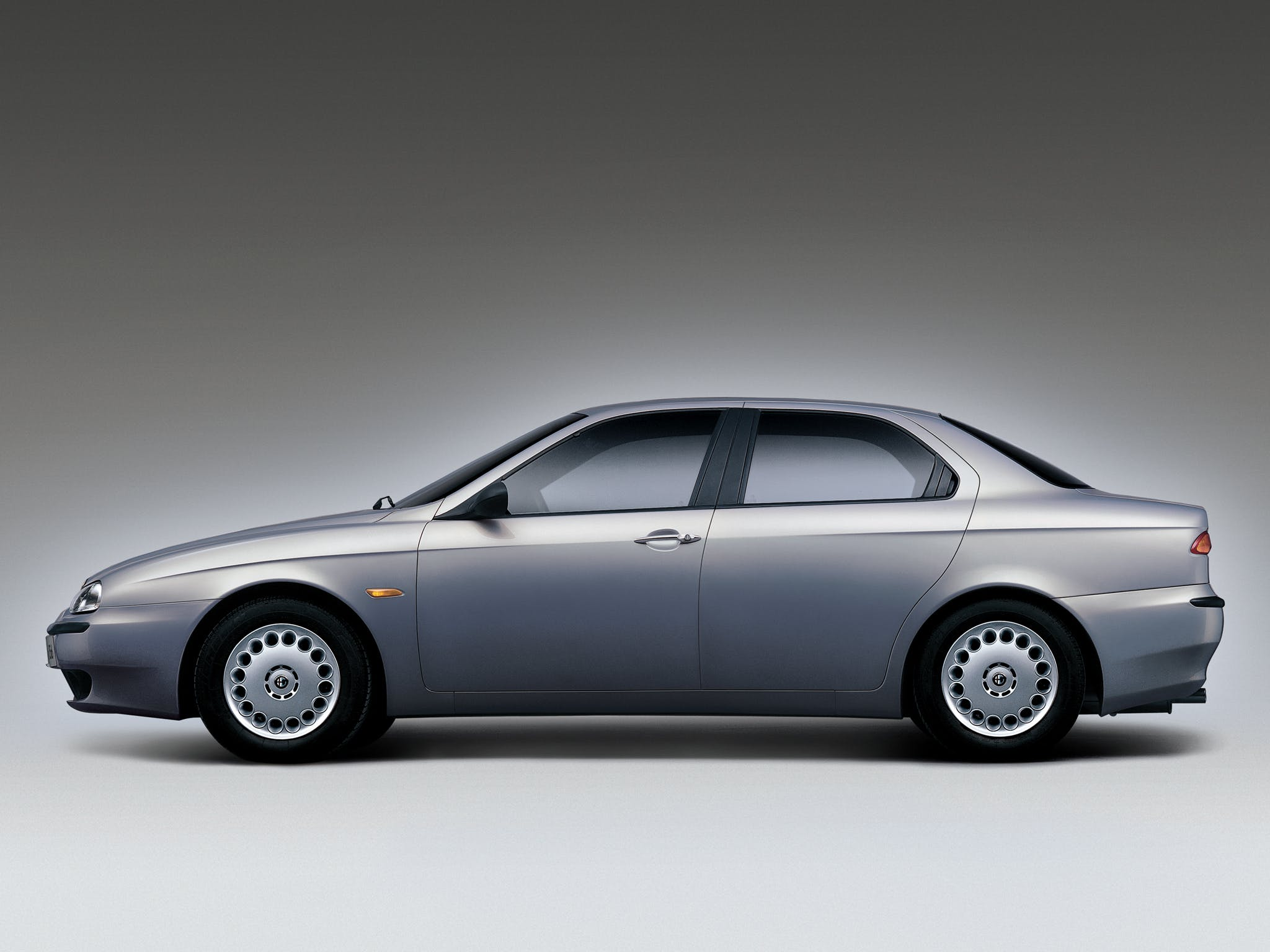 Alfa Romeo 156 grigia fiancata