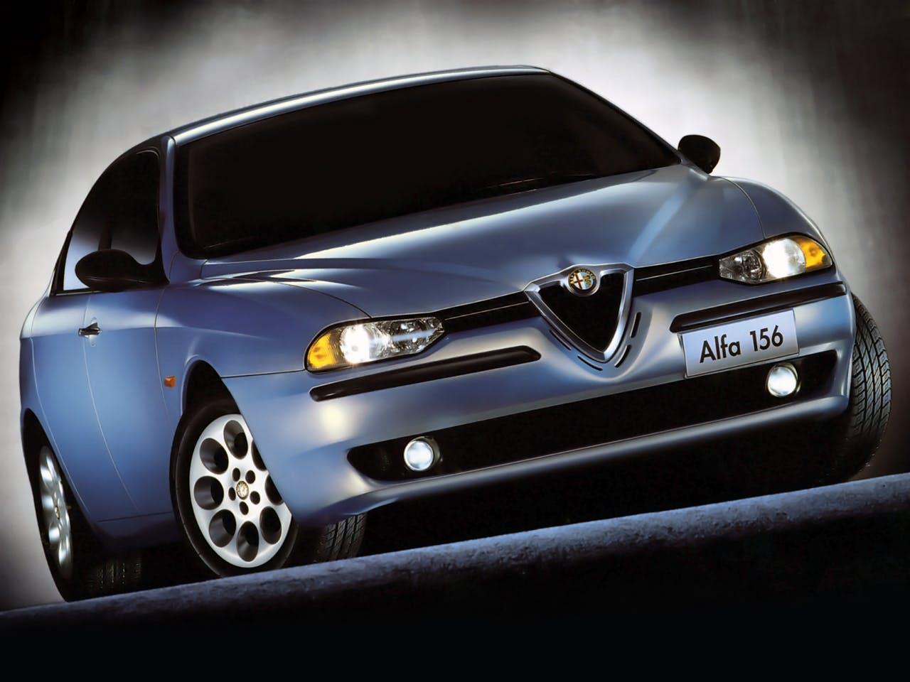 Alfa Romeo 156 azzurra frontale