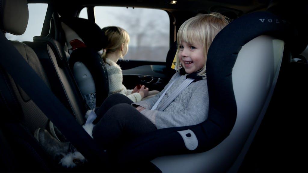 Seggiolini auto per bambini, slitta l'obbligo dei dispositivi anti abbandono