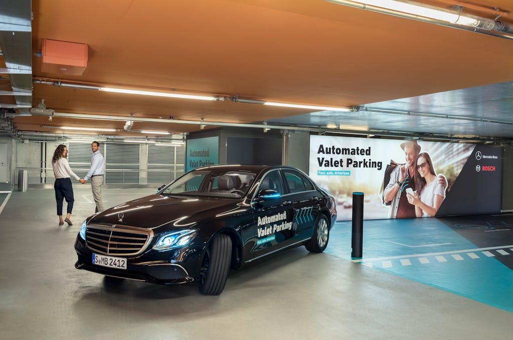 Parcheggio senza guidatore: sì delle autorità a Bosch e Mercedes