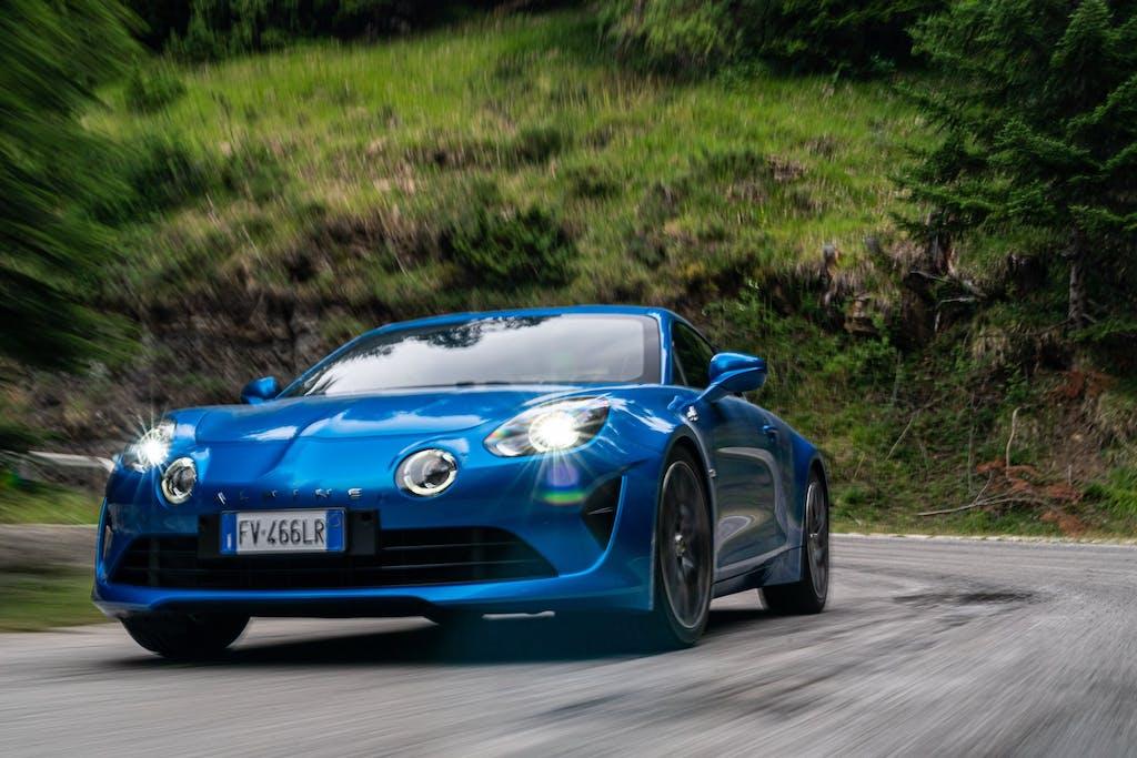 Alpine A110, il significato di una sportiva old style. La prova [VIDEO]