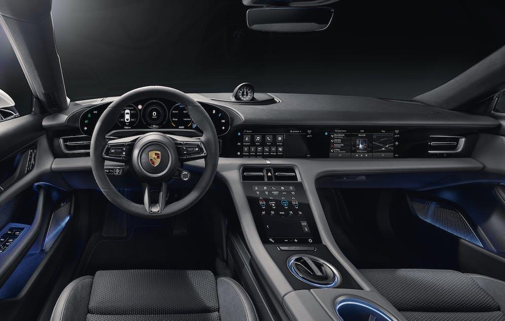 Porsche Taycan, ecco gli interni della prima elettrica