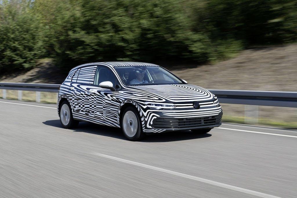 Nuova Volkswagen Golf, elettrificata e connessa