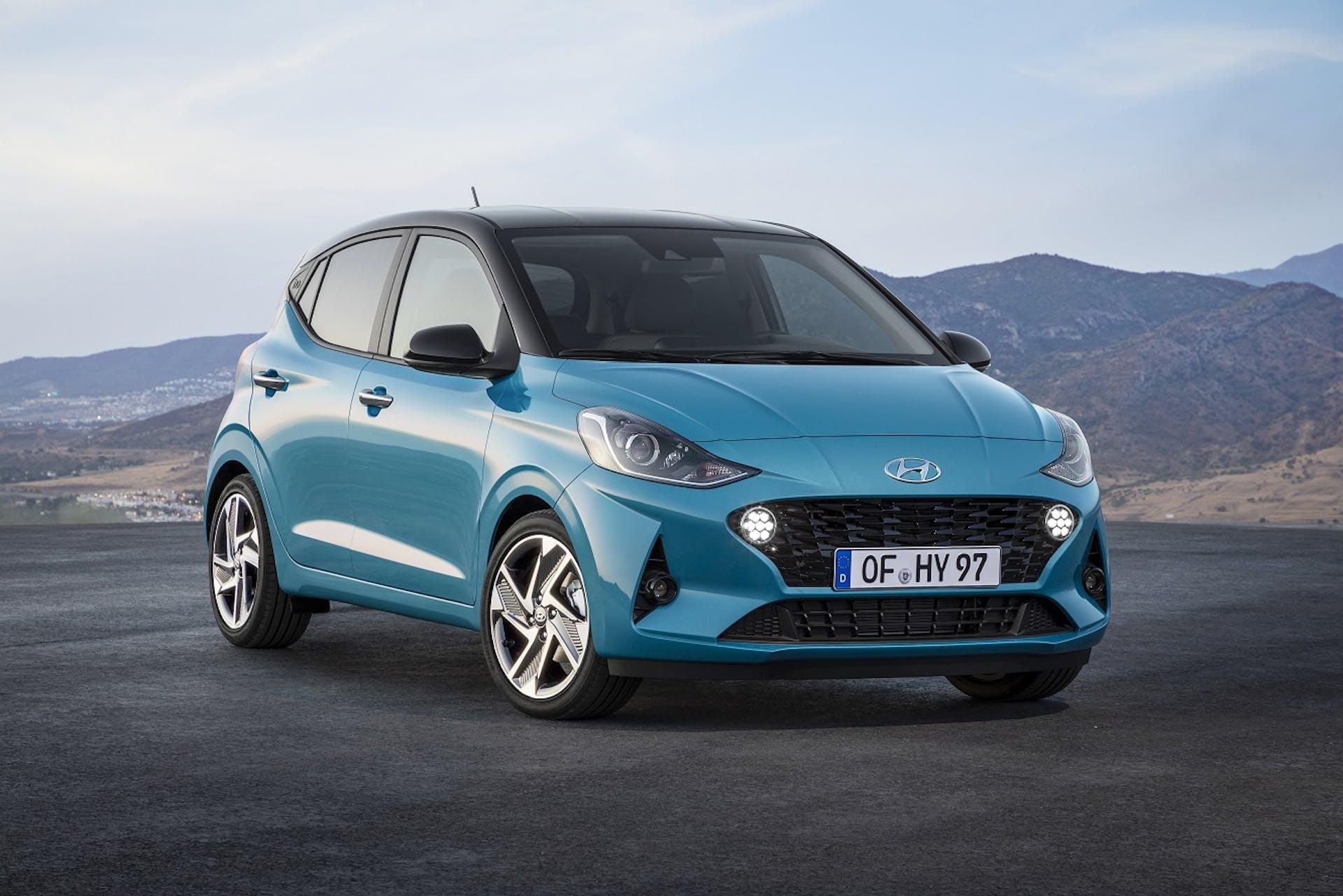 Nuova Hyundai i10 azzurra ferma