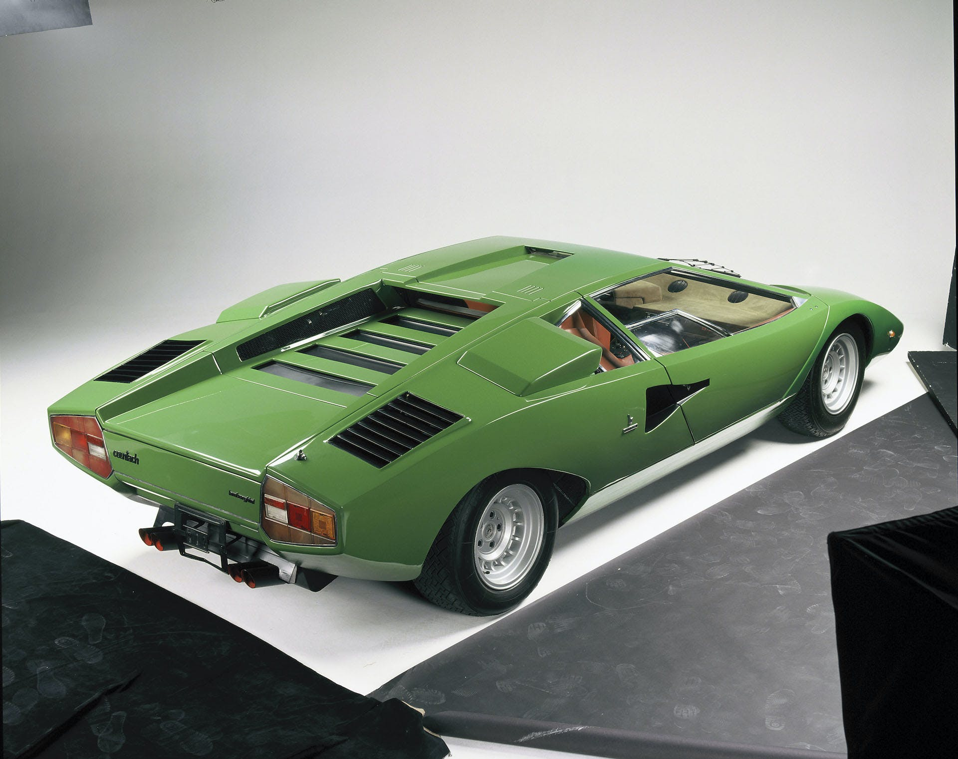 lamborghini countach LP400 verde tre quarti posteriore