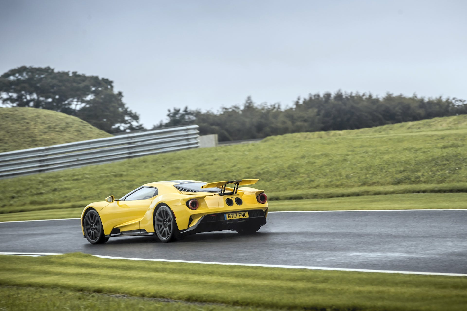 Ford GT gialla