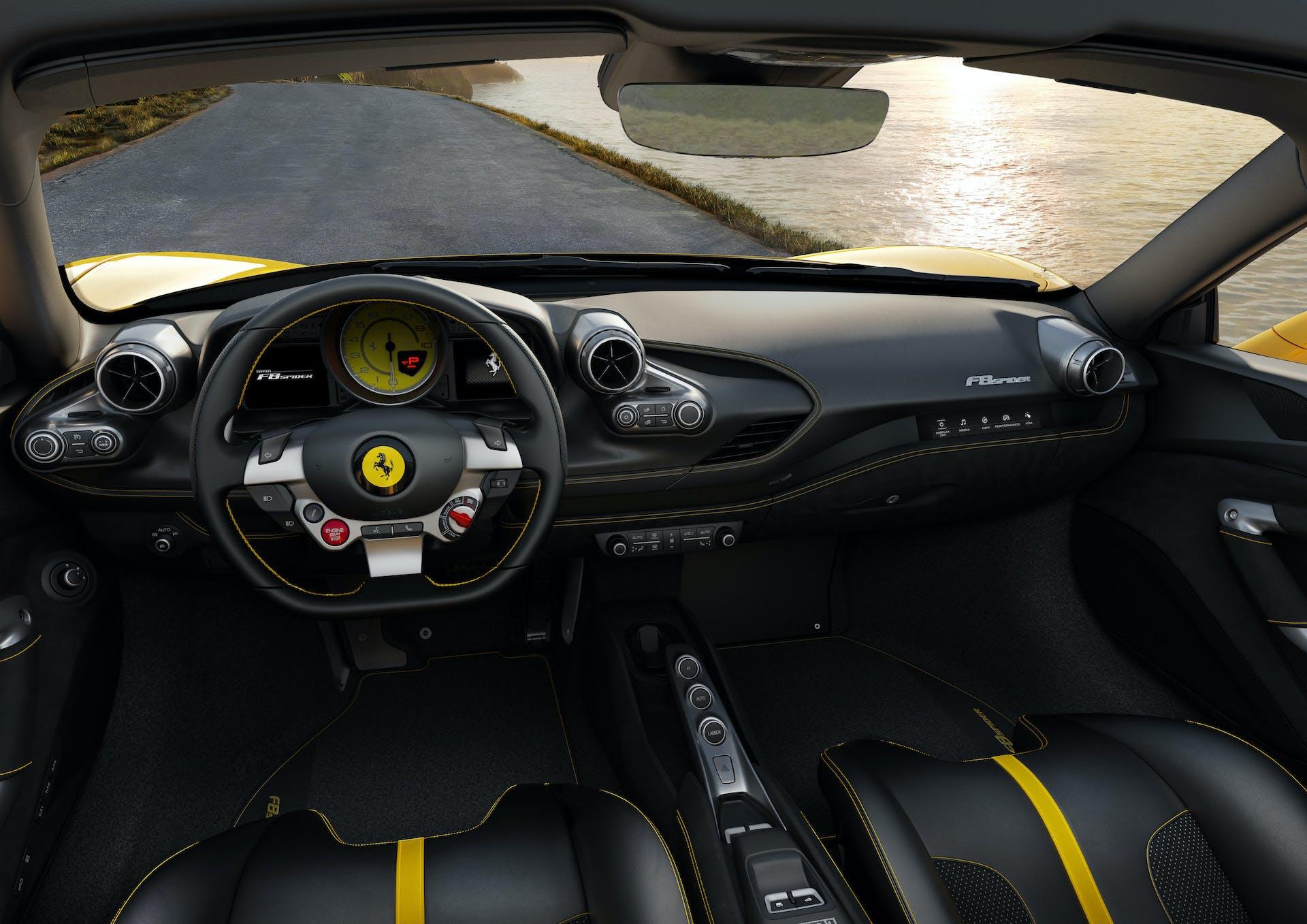 Ferrari F8 Spider abitacolo