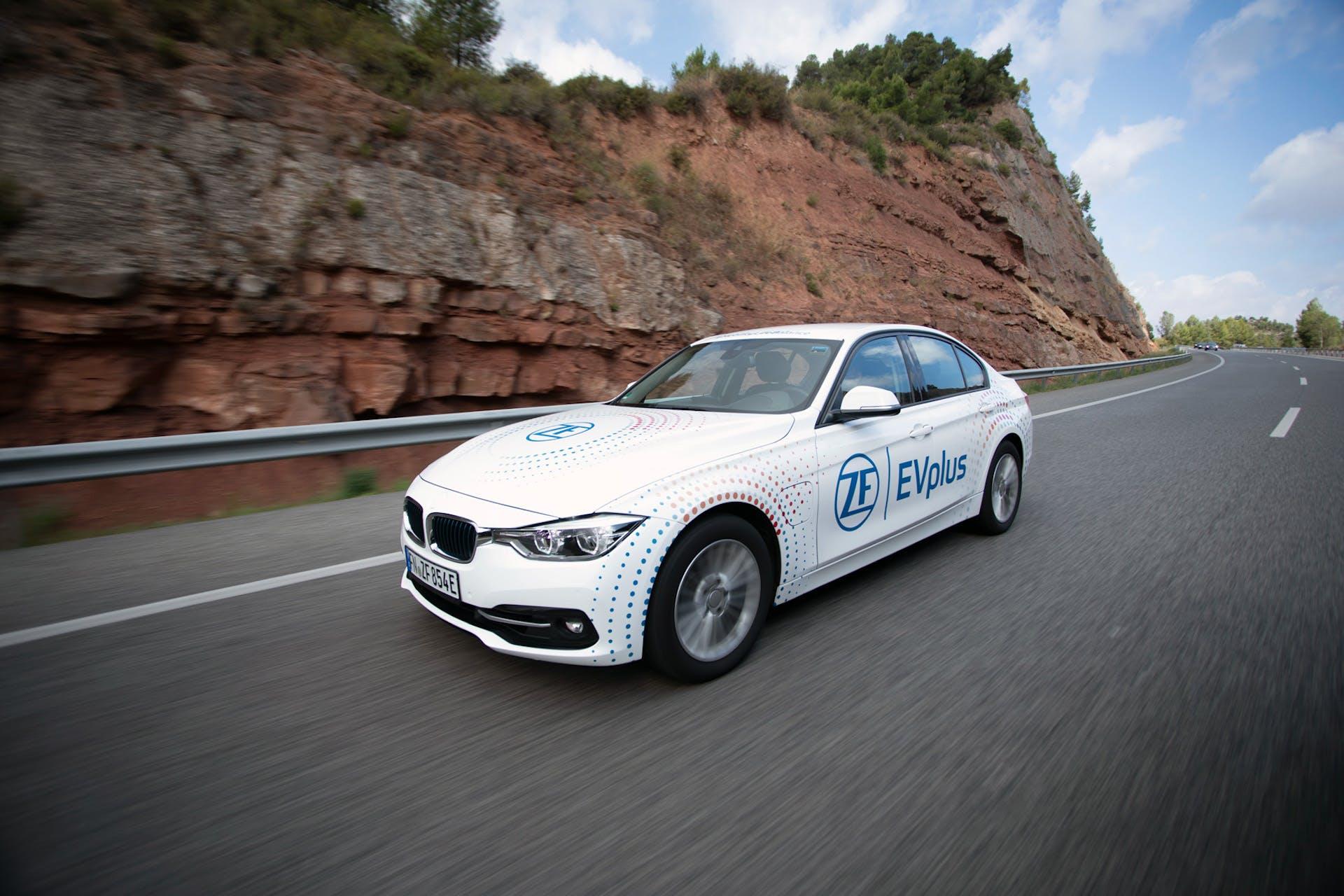 Ibride plug-in ZF 100 km autonomia