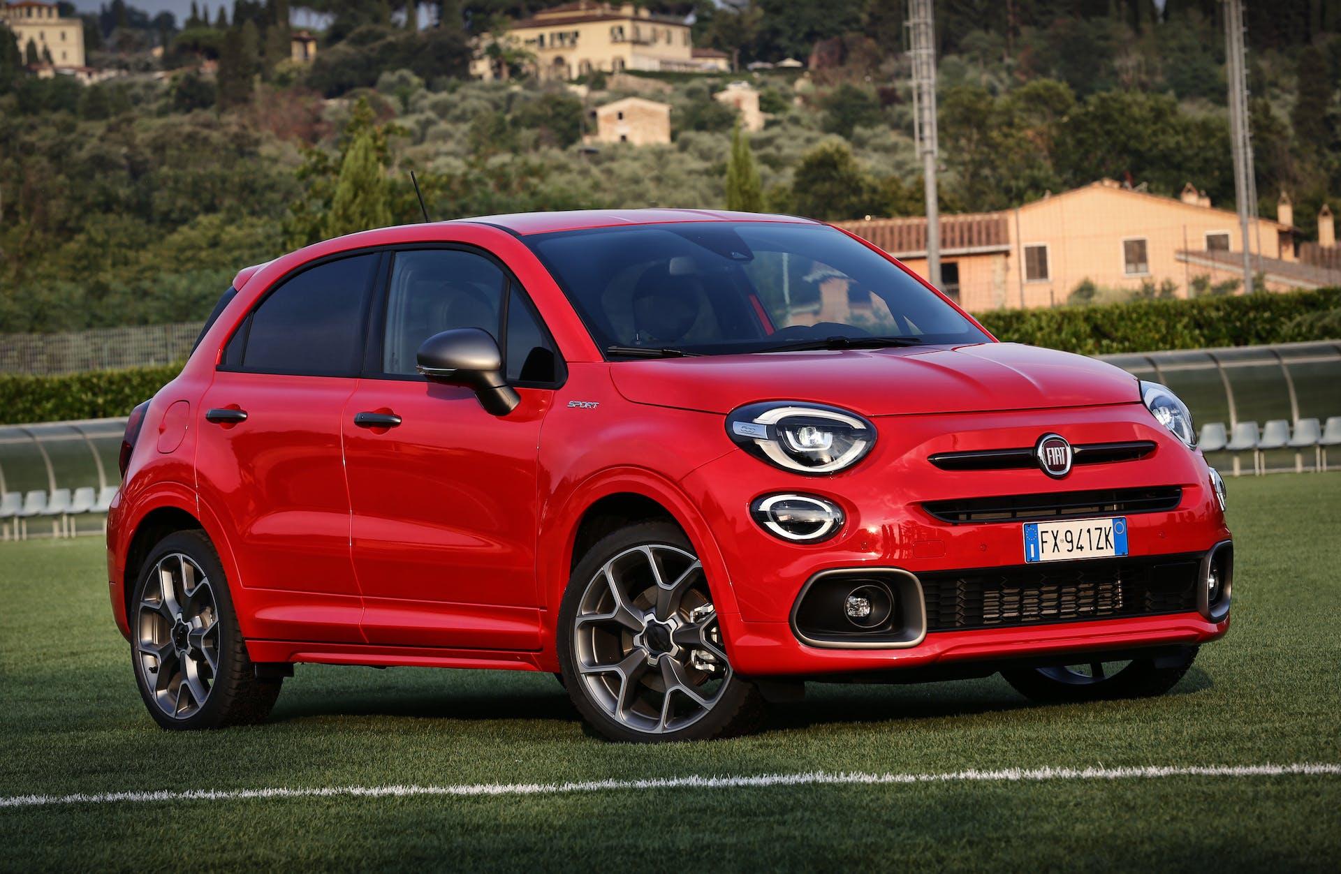 Fiat 500X Sport rossa, tre quarti anteriore