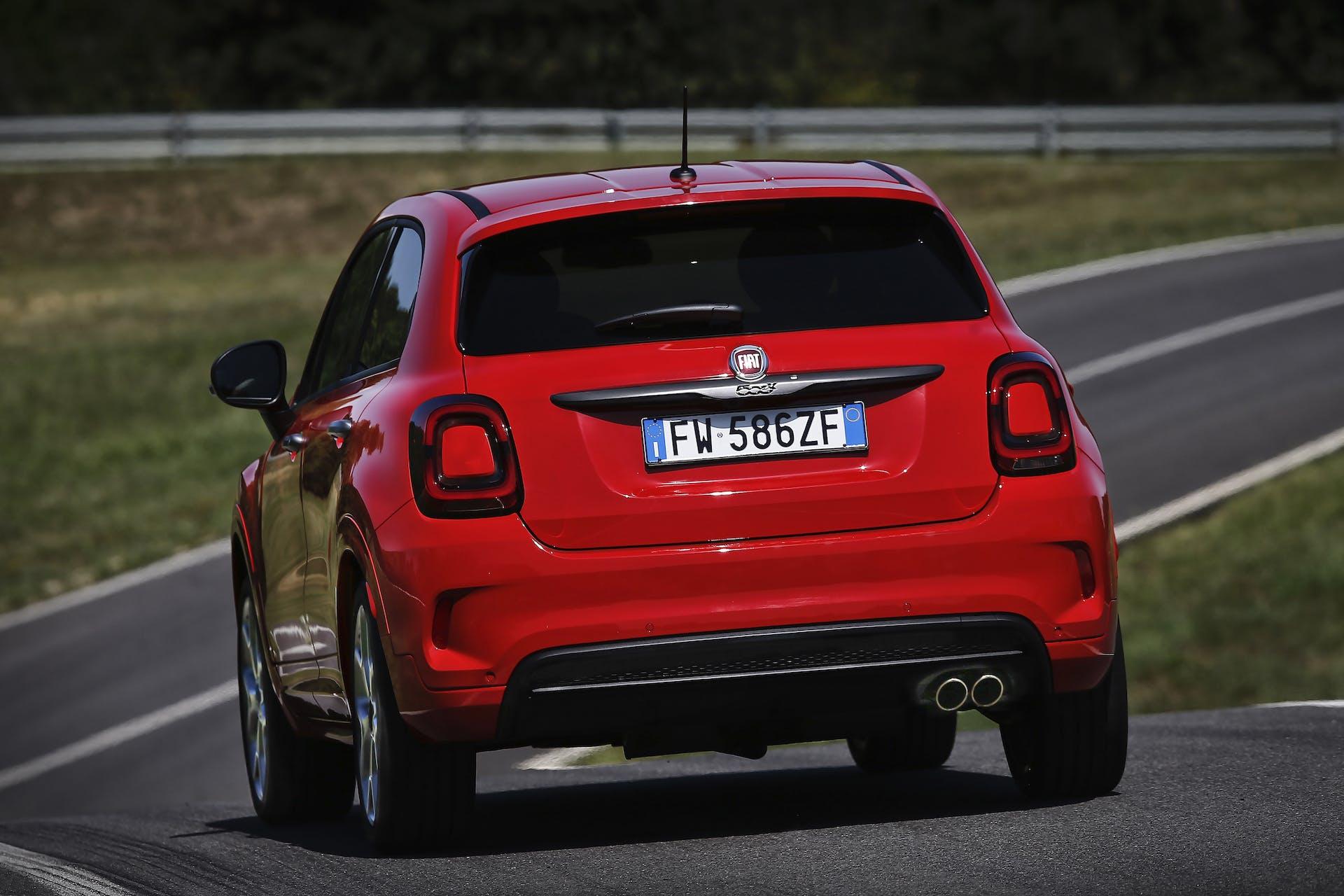 Fiat 500X Sport rossa, posteriore