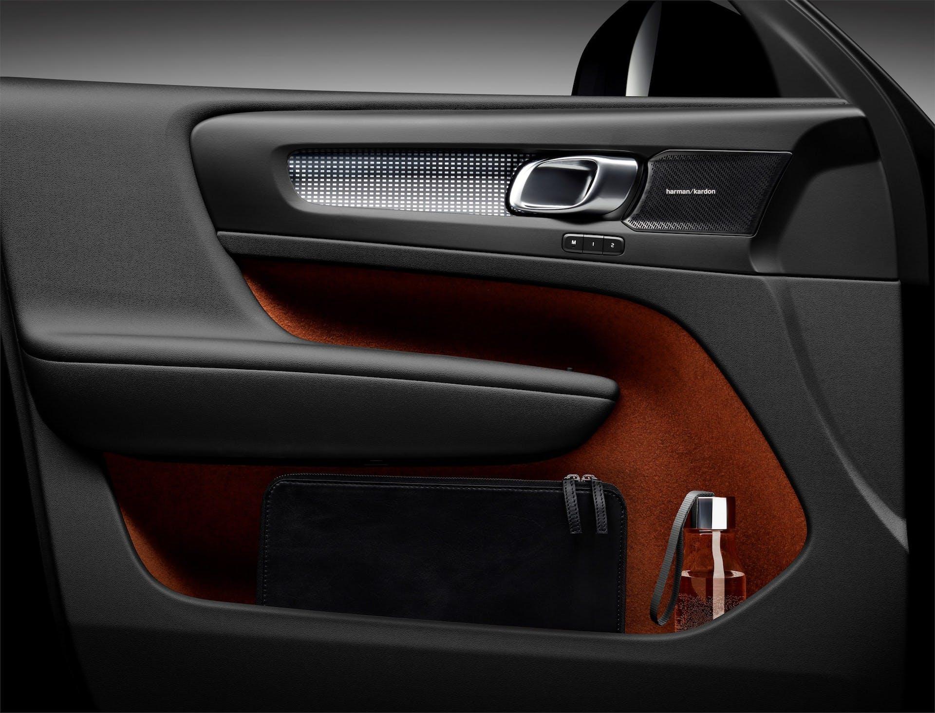 Volvo XC40 pannello porta