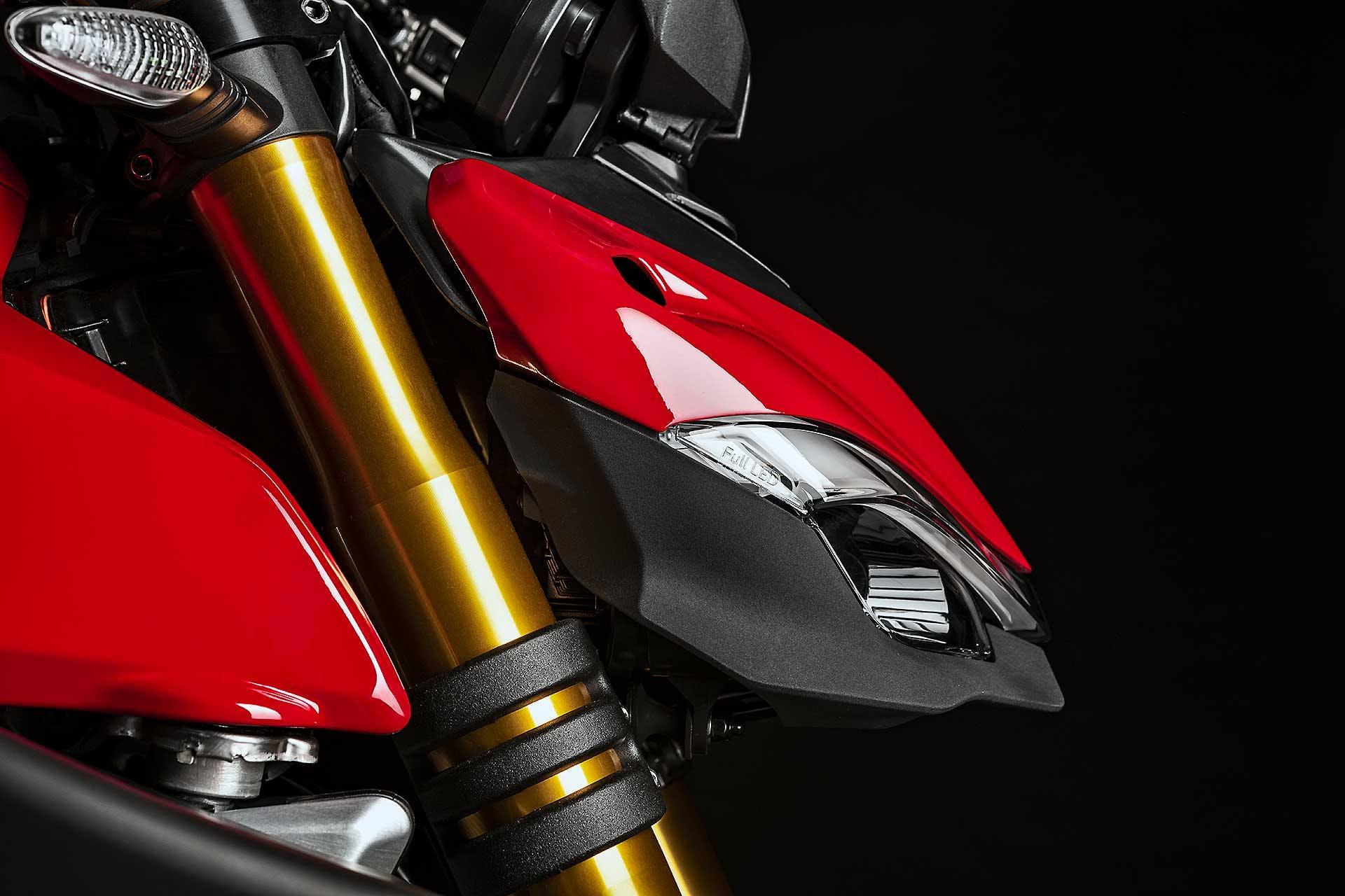 Ducati Streetfighter V4 particolare muso studio fondo nero