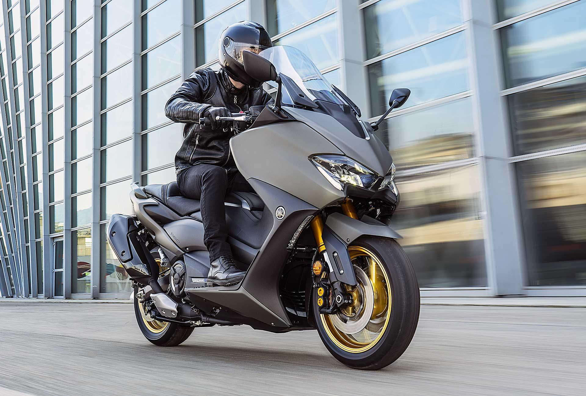Yamaha TMax 560 Tech Max movimento