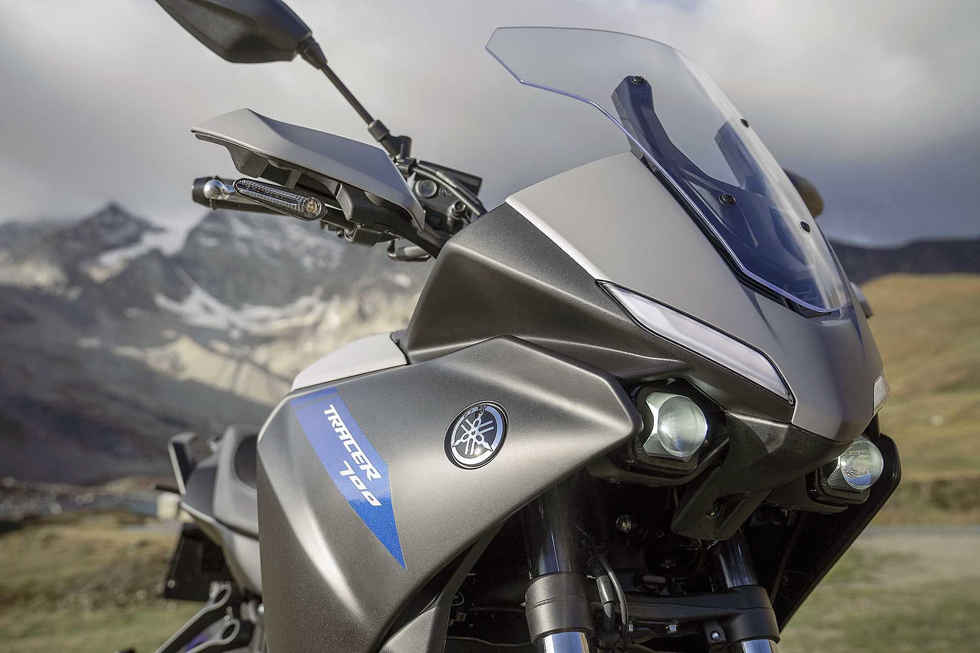 Yamaha Tracer 900 2020 particolare frontale con fari piccoli