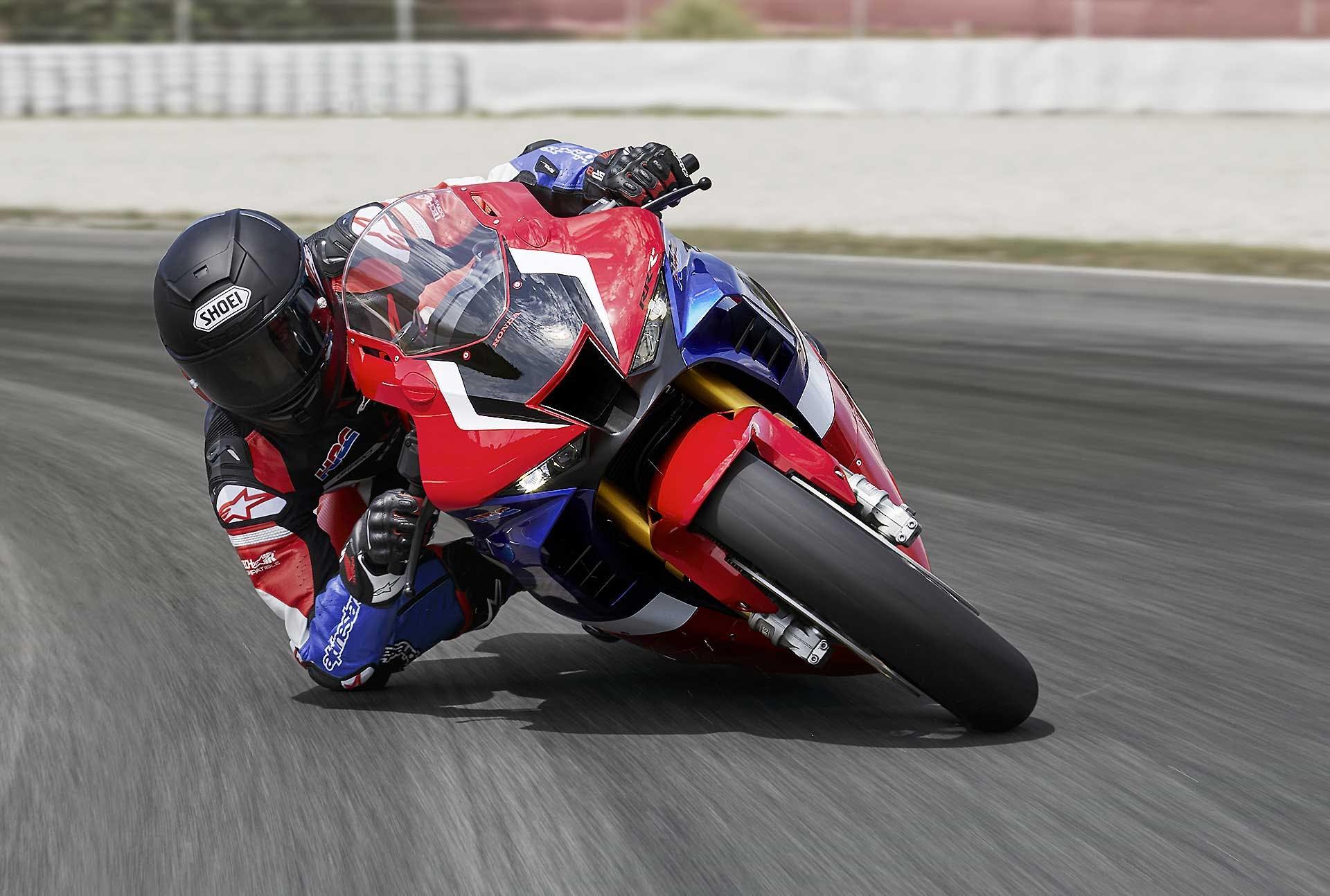 Honda CBR1000RR-R 2020 In azione a barcellona con Marc Marquez