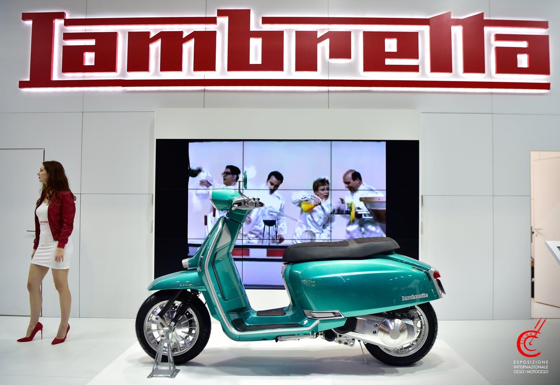 Lambretta G325 Verde stand EICMA