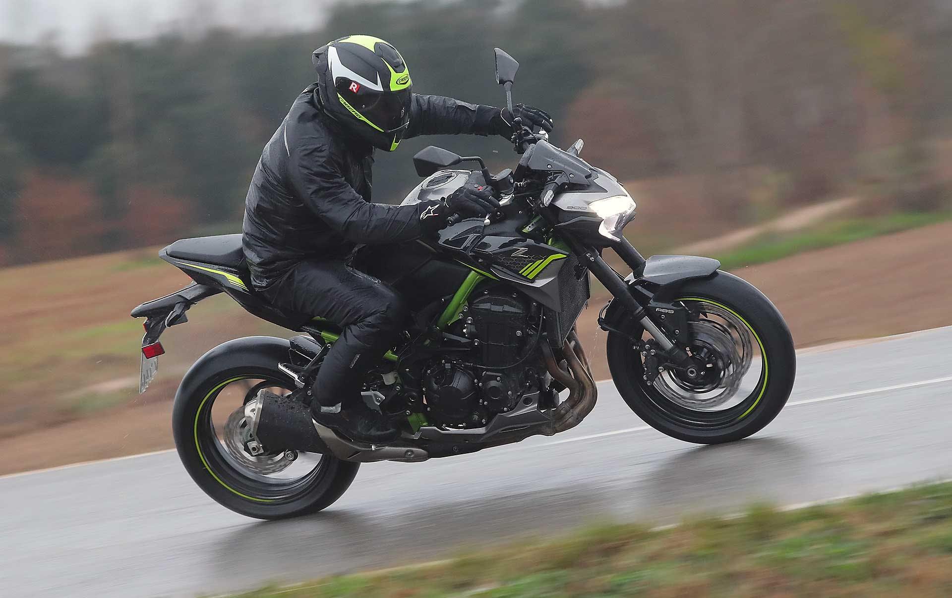 Prova Kawasaki Z900 2020 curva su strada bagnata