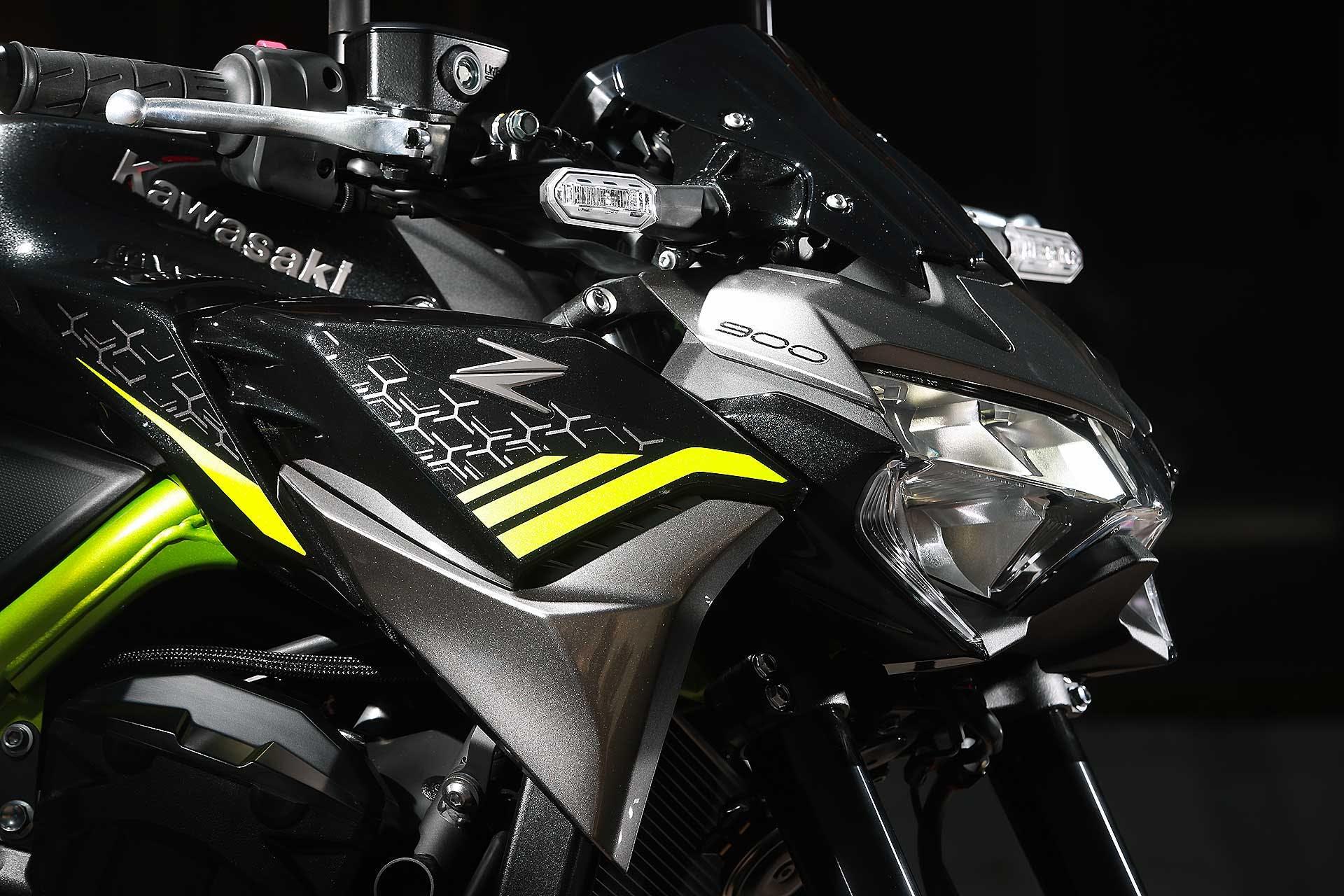 Prova Kawasaki Z900 2020 dettaglio faro Sugomi style