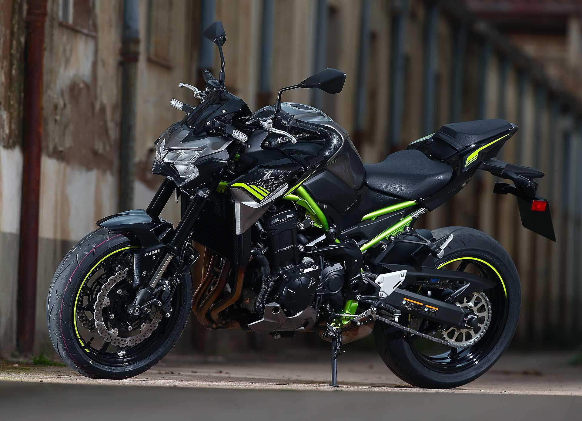 Kawasaki Z900 Nera telaio verde