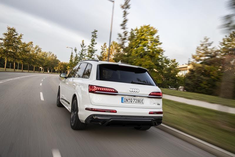 Audi Q7 TFSI E 2020 Bianco Vista posteriore