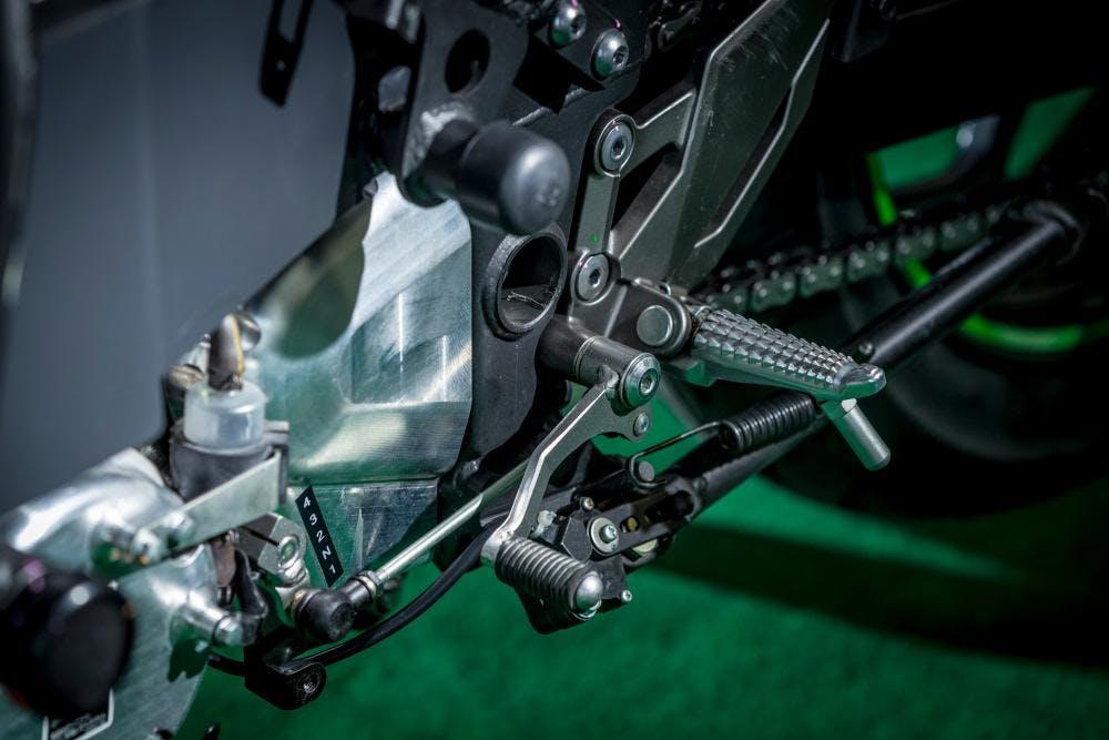Kawasaki Ninja moto eleettrica EV Project particolare cambio