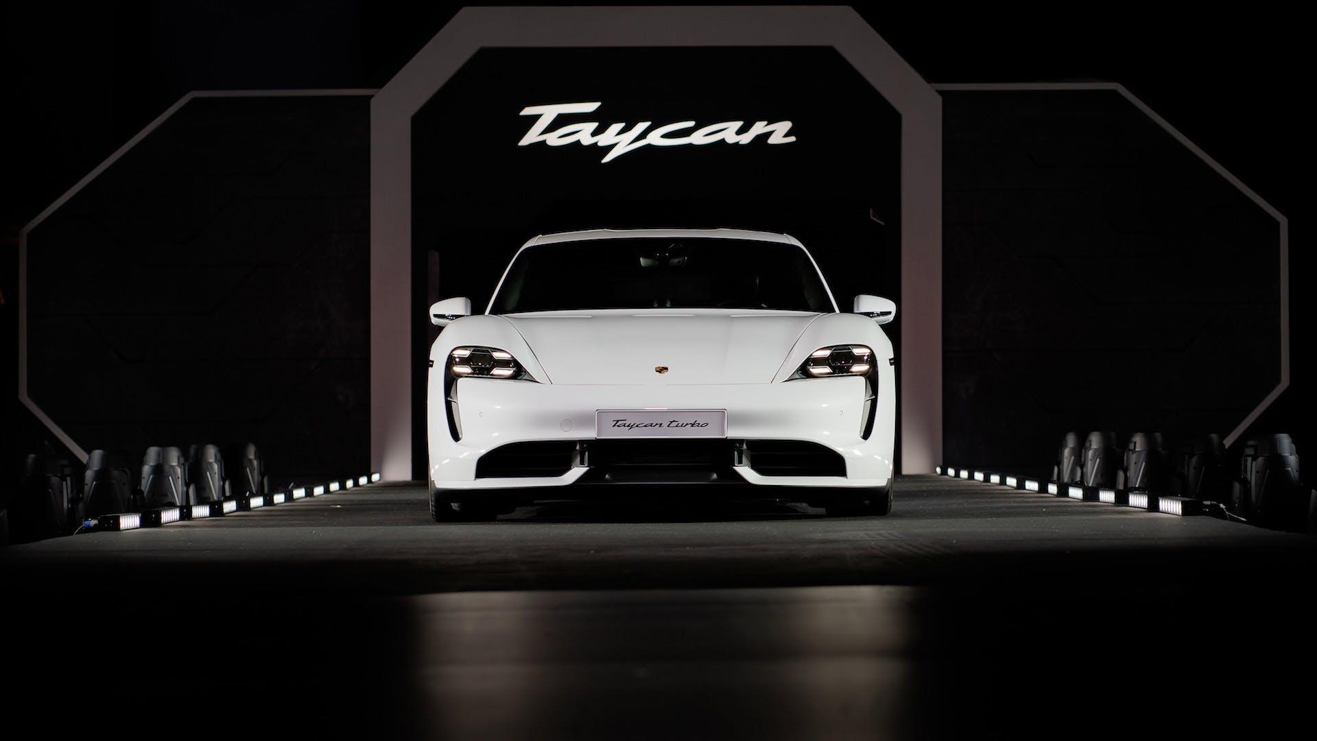 Porsche Taycan, ingresso presentazione Singapore