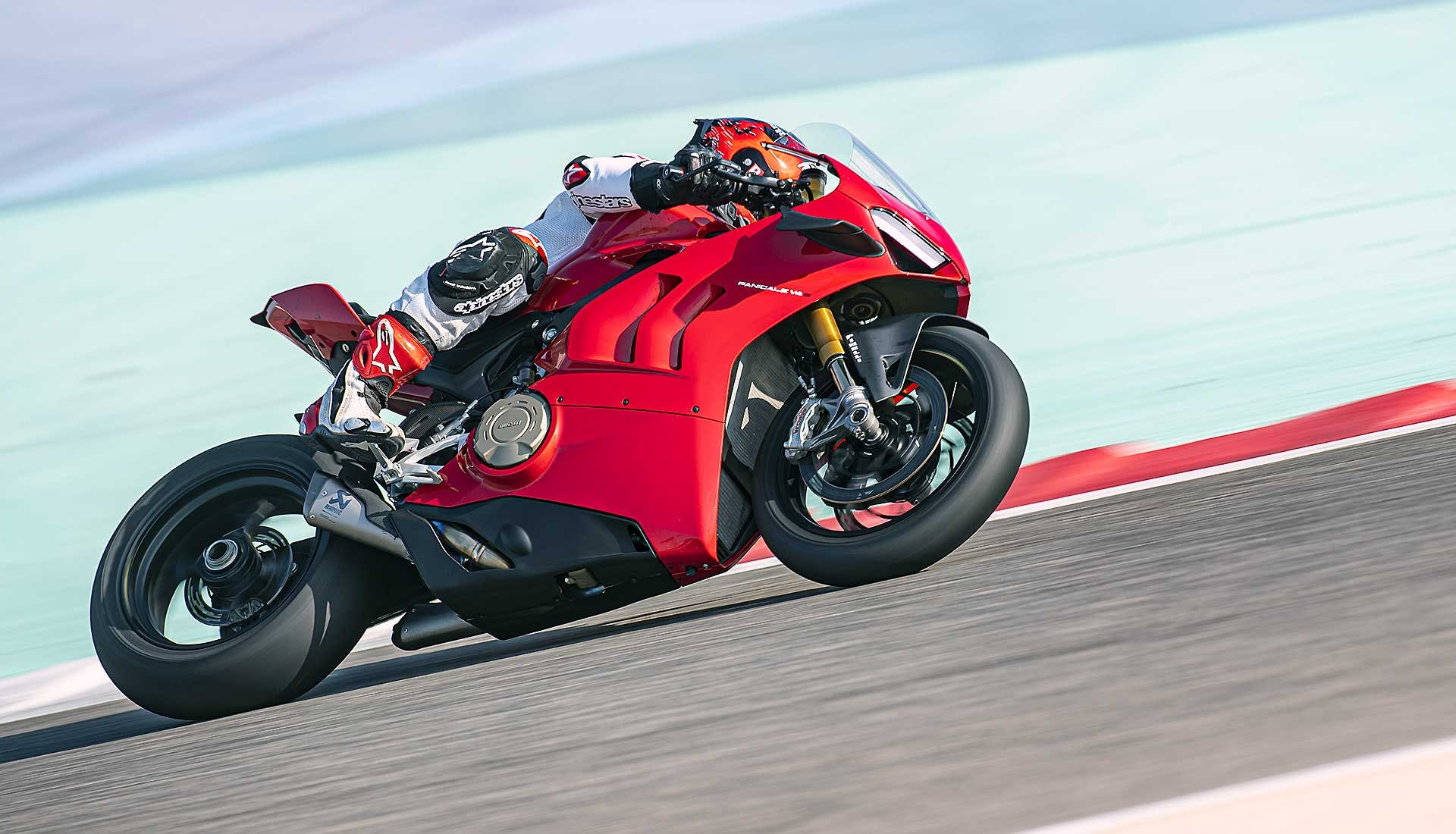 Ducati Panigale V4 2020 in pista in Bahrein Kit performance