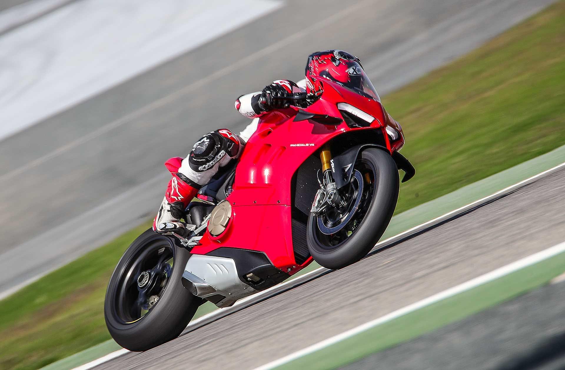 Ducati Panigale V4 2020 in pista in Bahrein