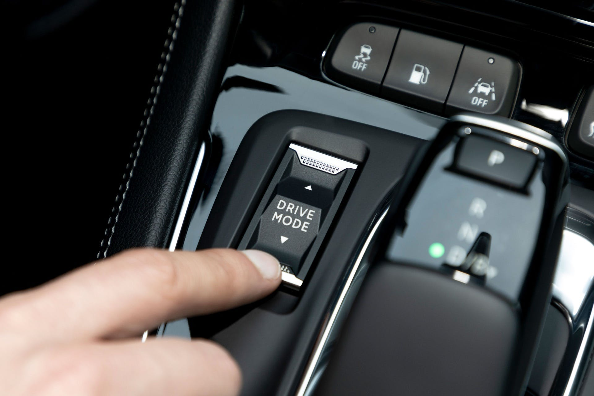 Opel Grandland X Hybrid4 Interni con tasto drive mode