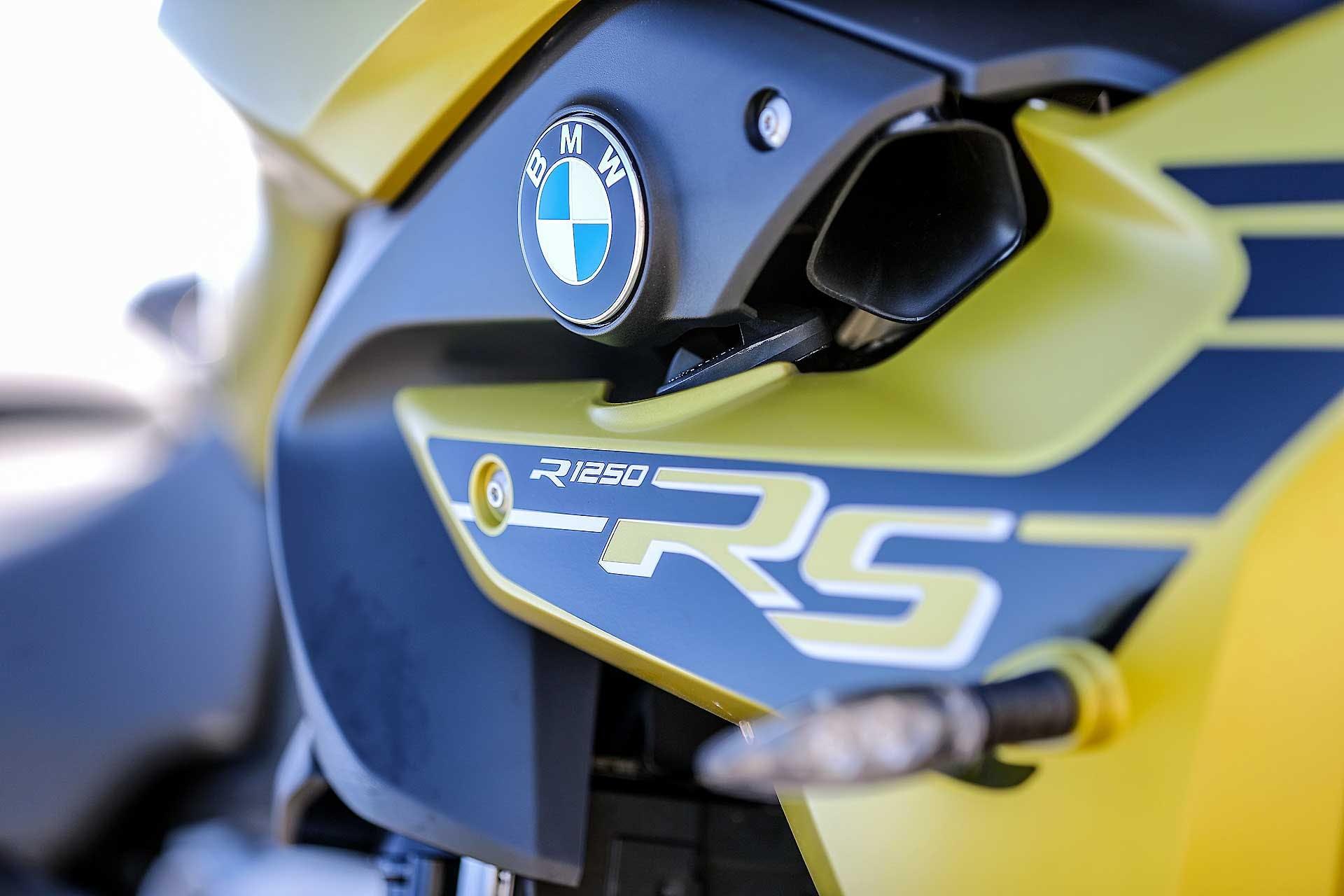 BMW R 1250 RS 2020 particolare logo RS
