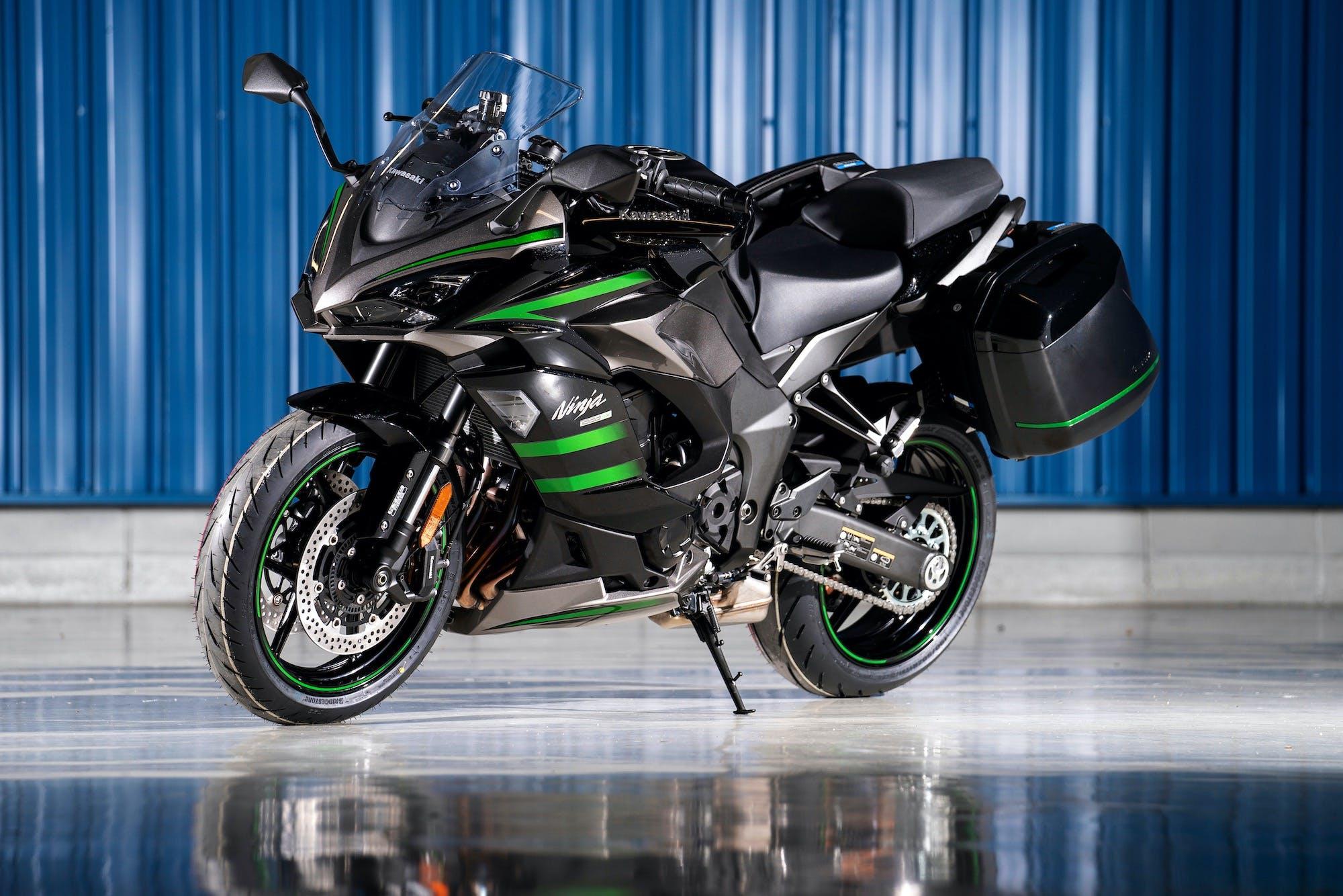 Kawasaki Ninja 1000SX Verde e nera con le borse