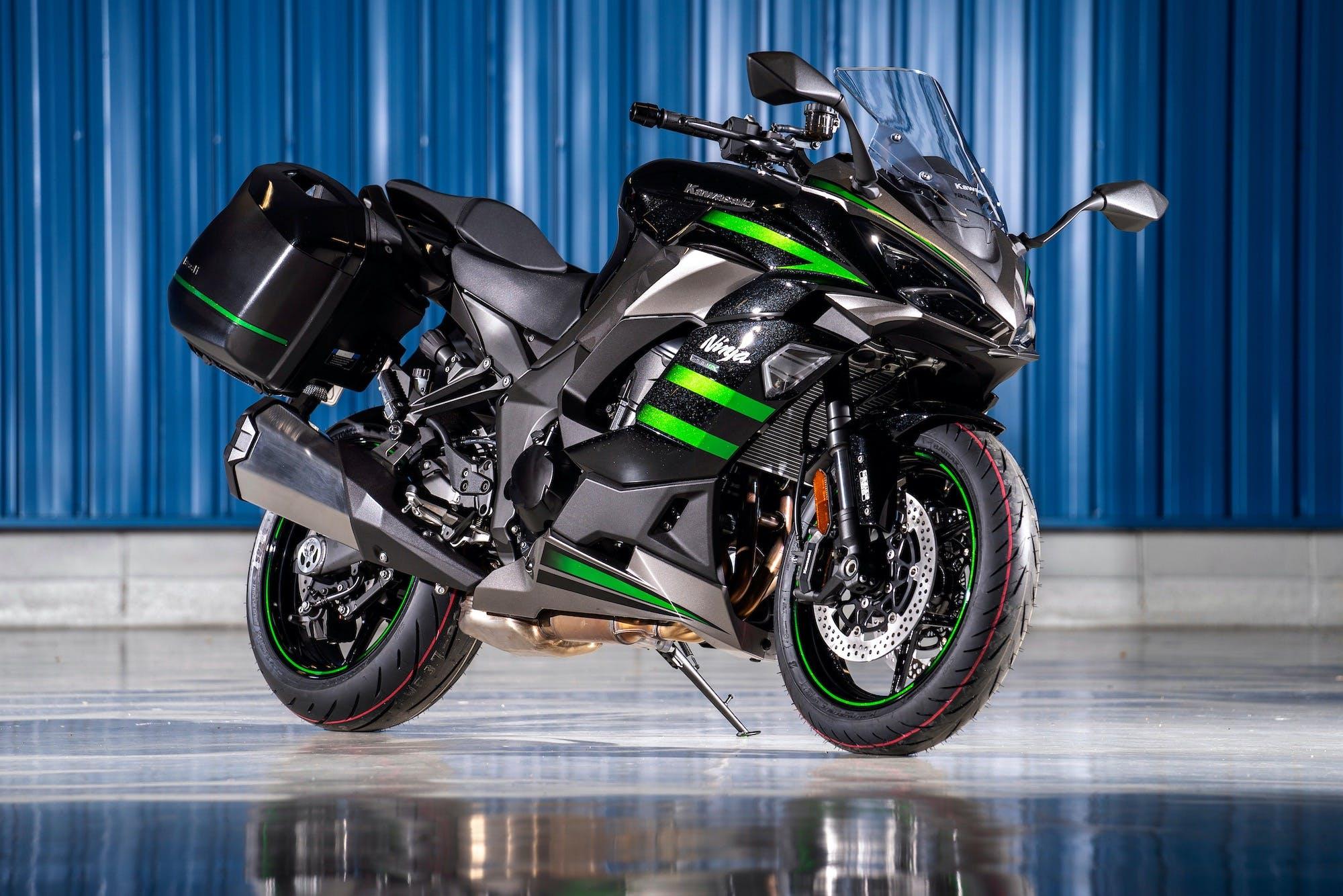 Kawasaki Ninja 1000SX verde e nera con borse