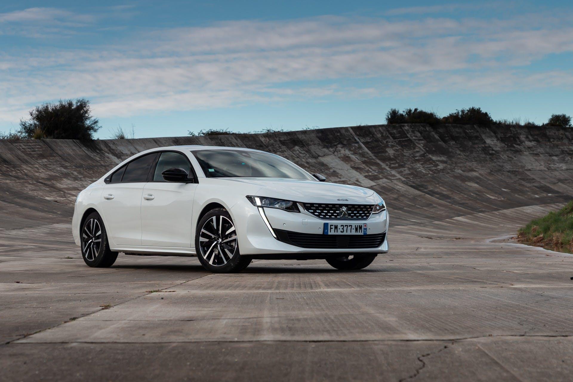 Peugeot-Elettrificate-508-hybrid-2020_00009