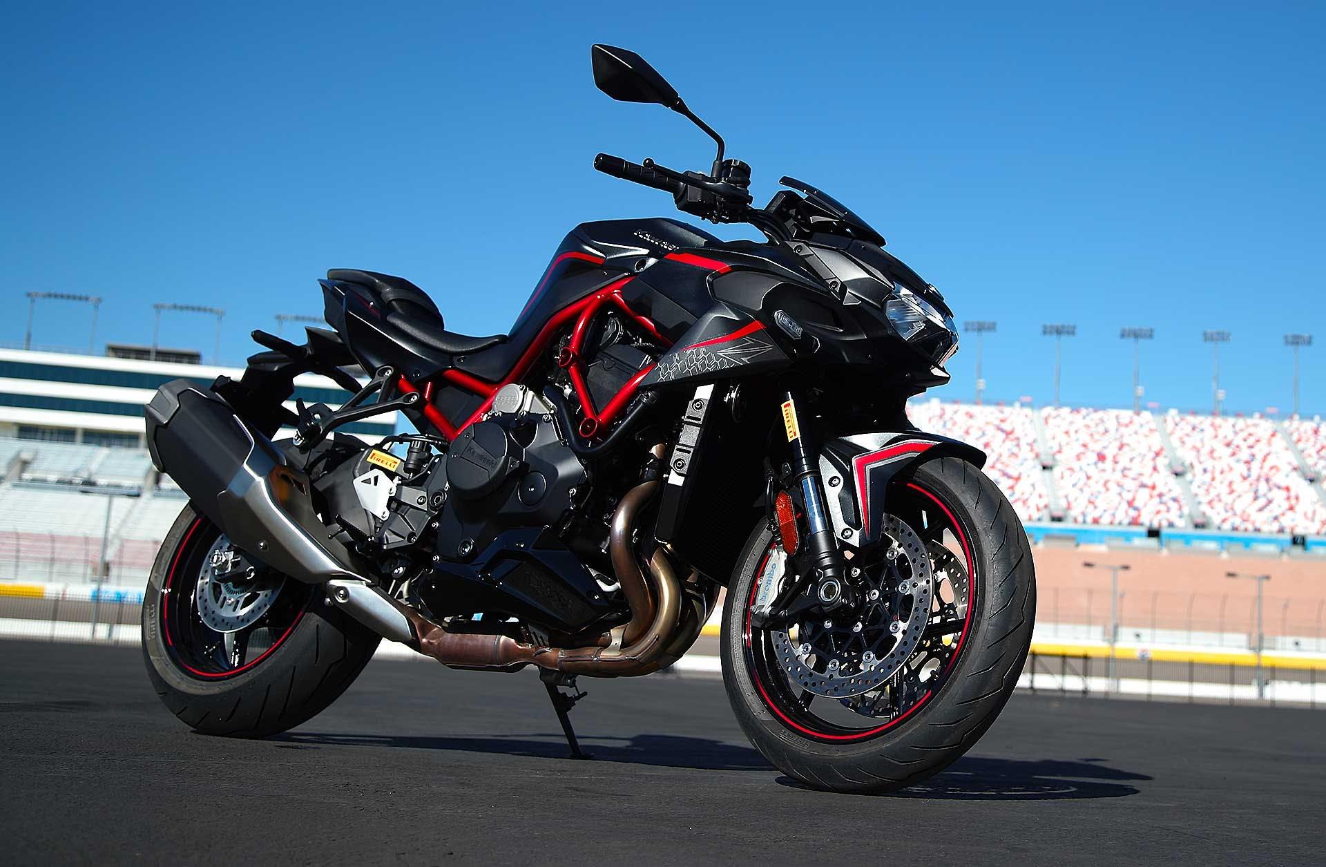 Kawasaki Z H2 rossa statica
