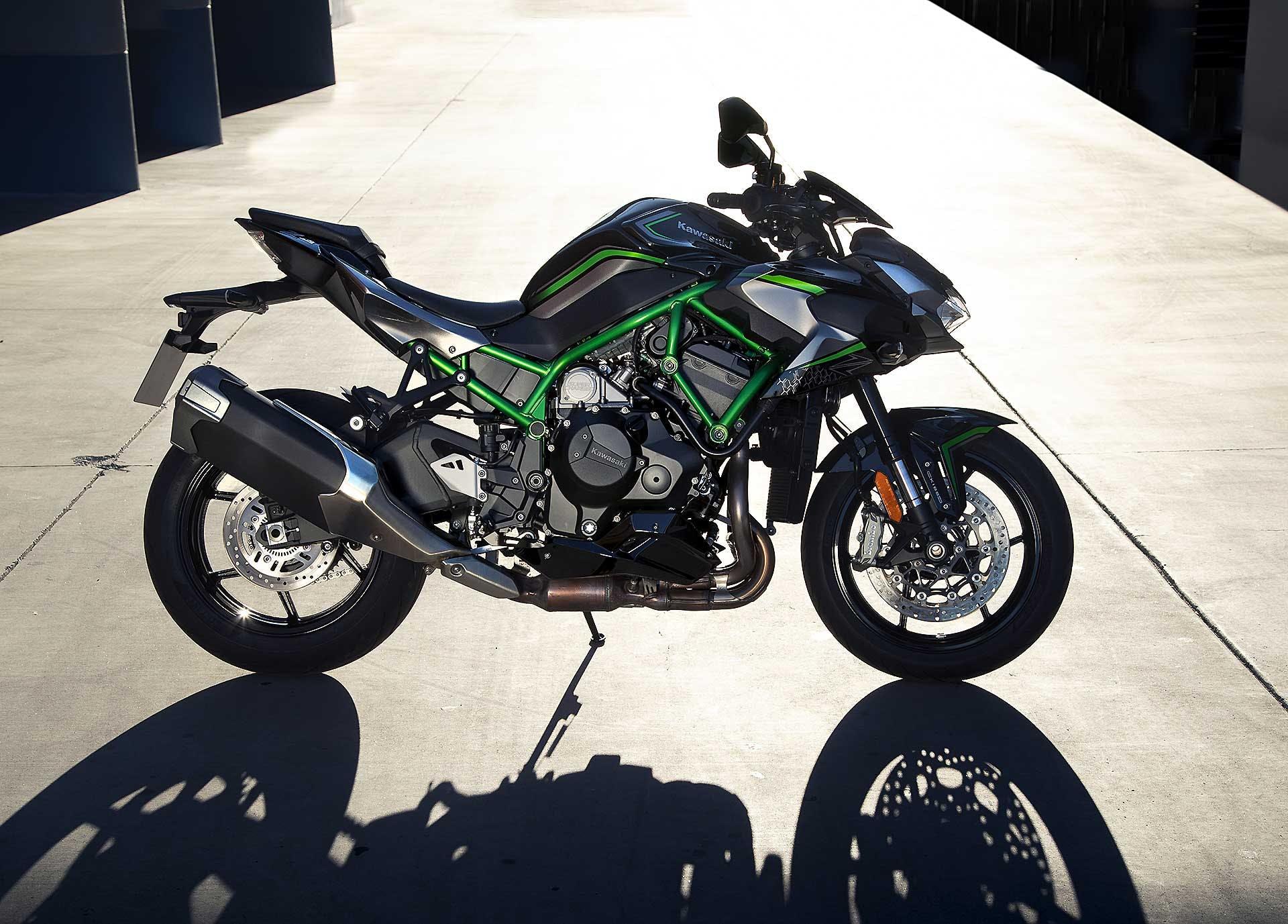 Kawasaki Z H2 verde vista laterale statica