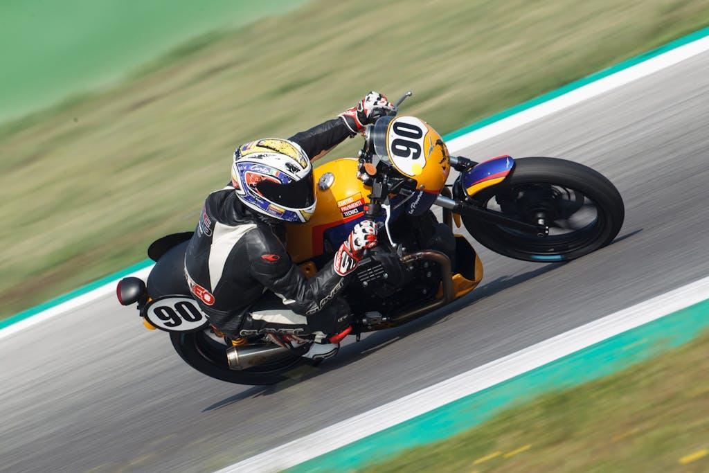 Moto Guzzi Fast Endurance:  vuoi provare le V7III Trofeo?