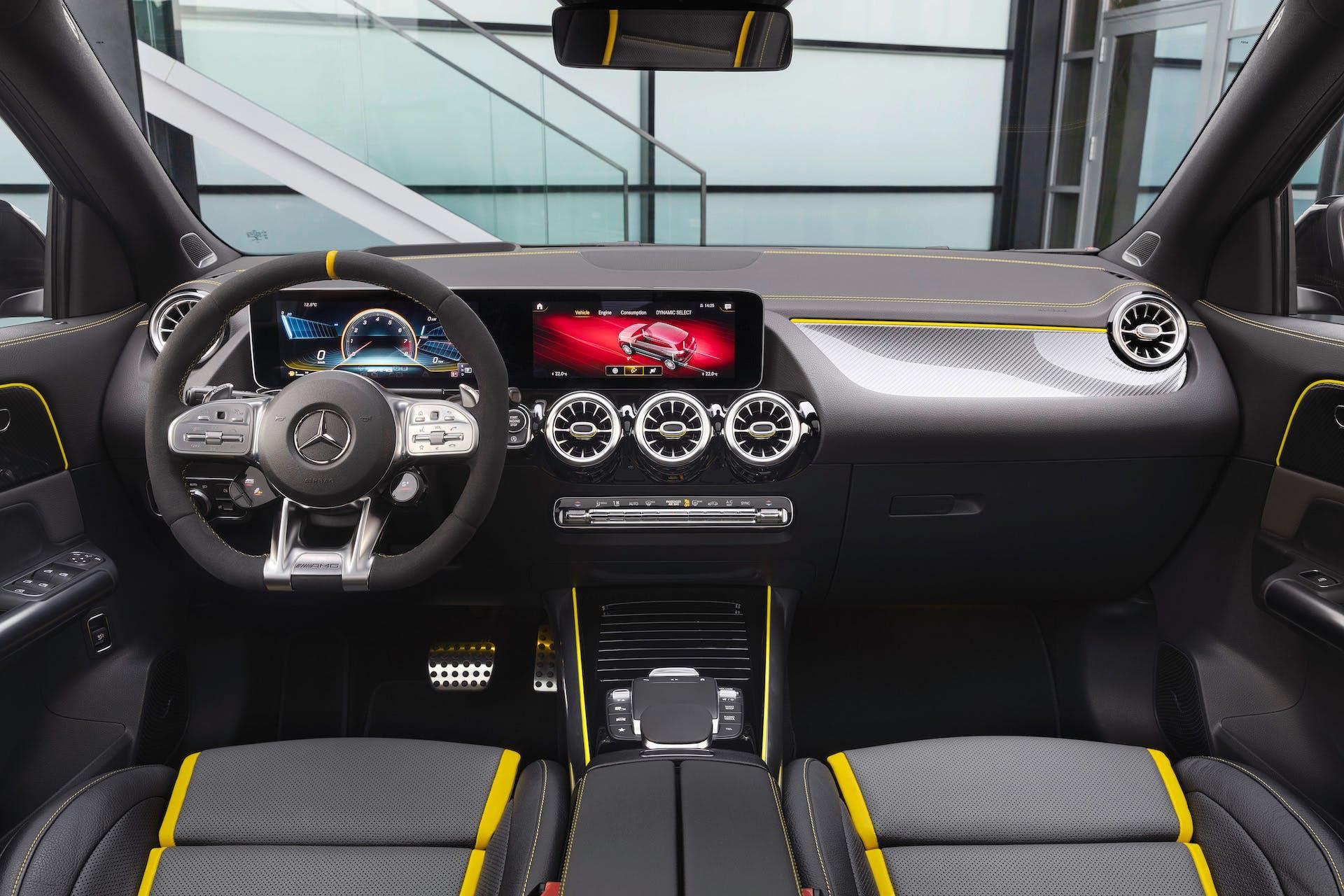 Mercedes-AMG GLA45 S interni