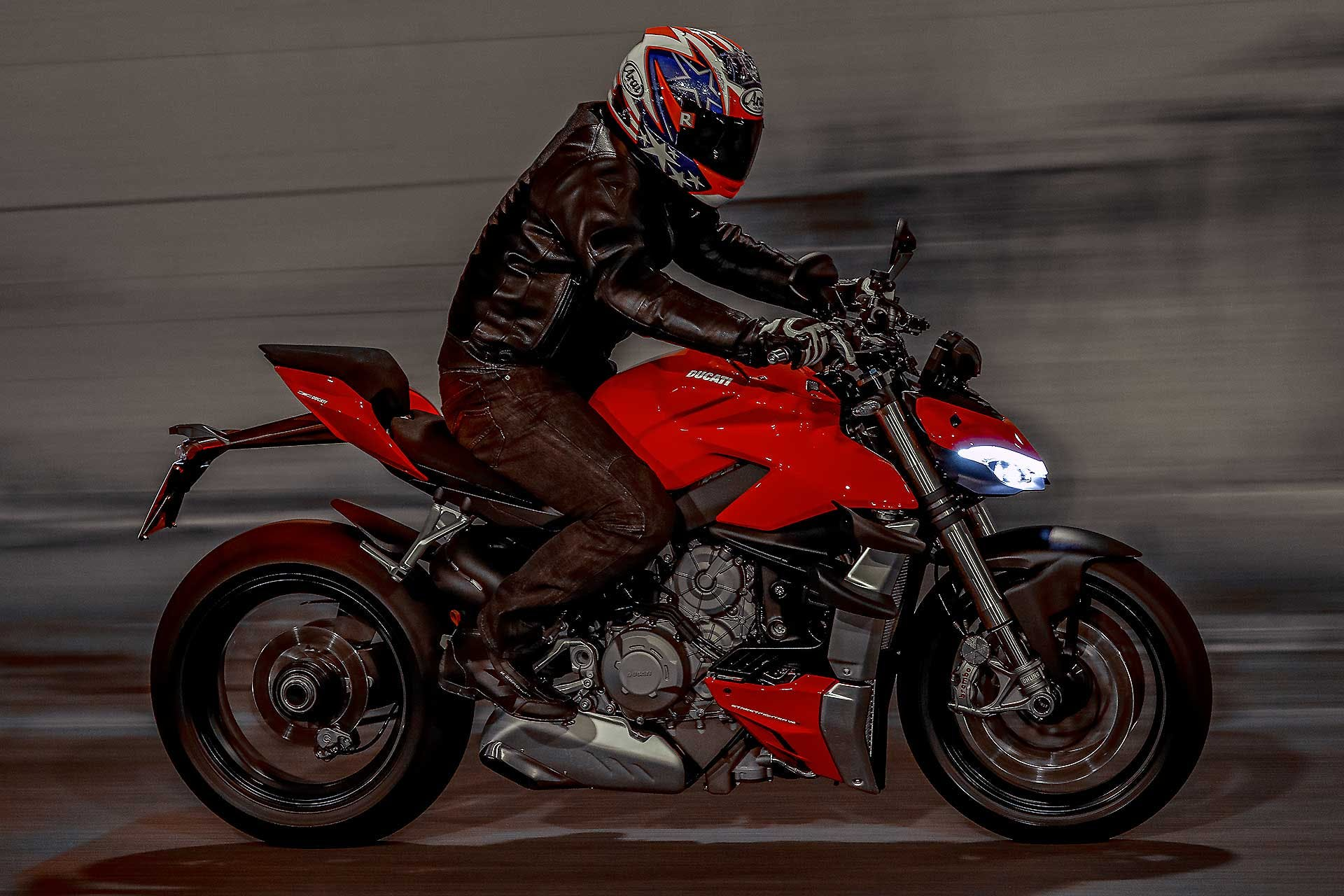 Ducati Streetfighter V4 S rossa, in galleria