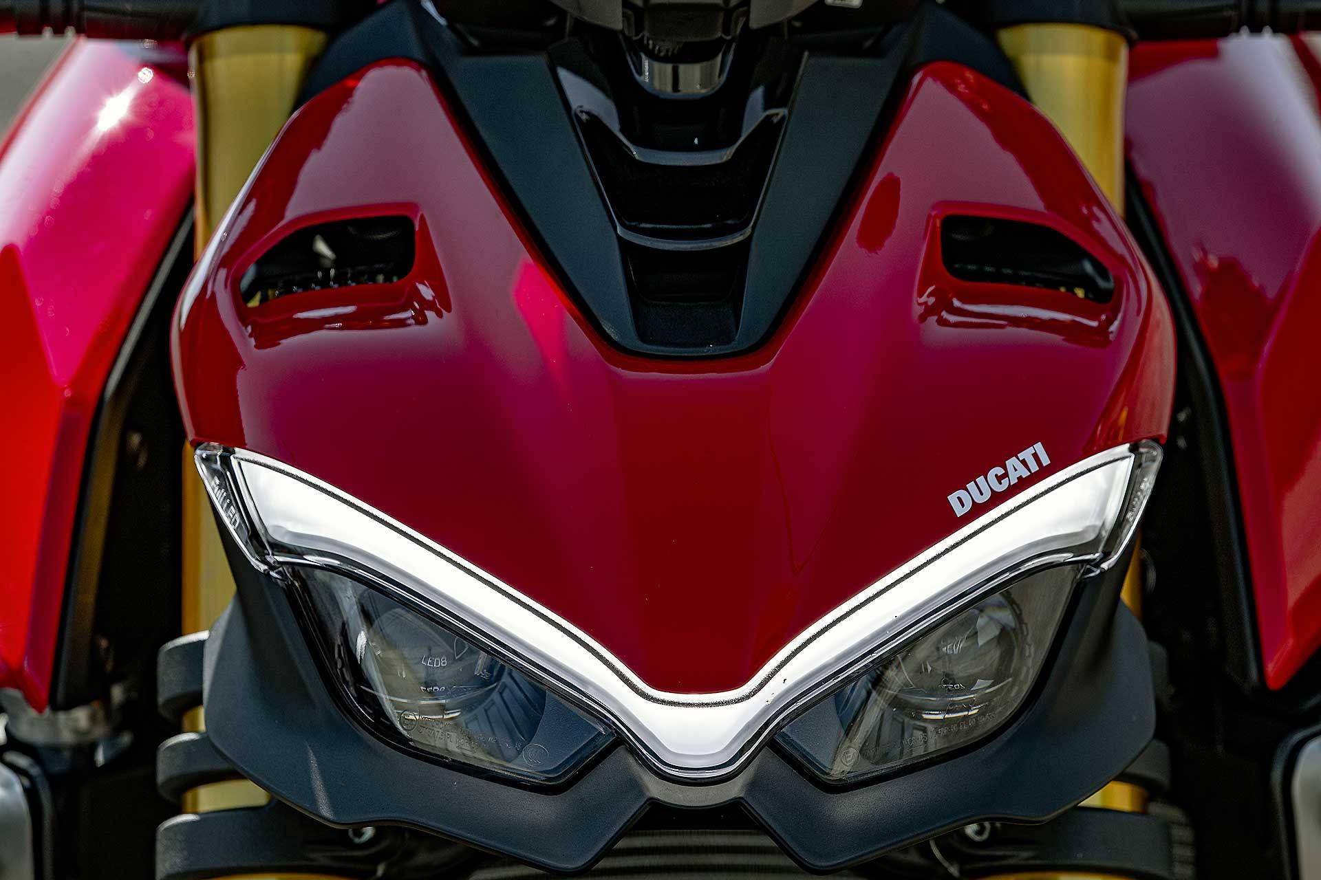 Ducati Streetfighter V4 S rossa, faro