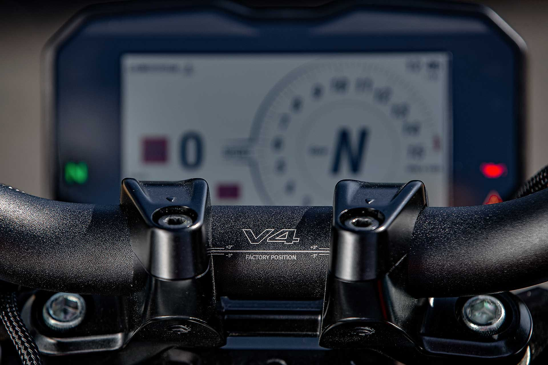 Ducati Streetfighter V4 S Dettaglio maniubrio regolabile
