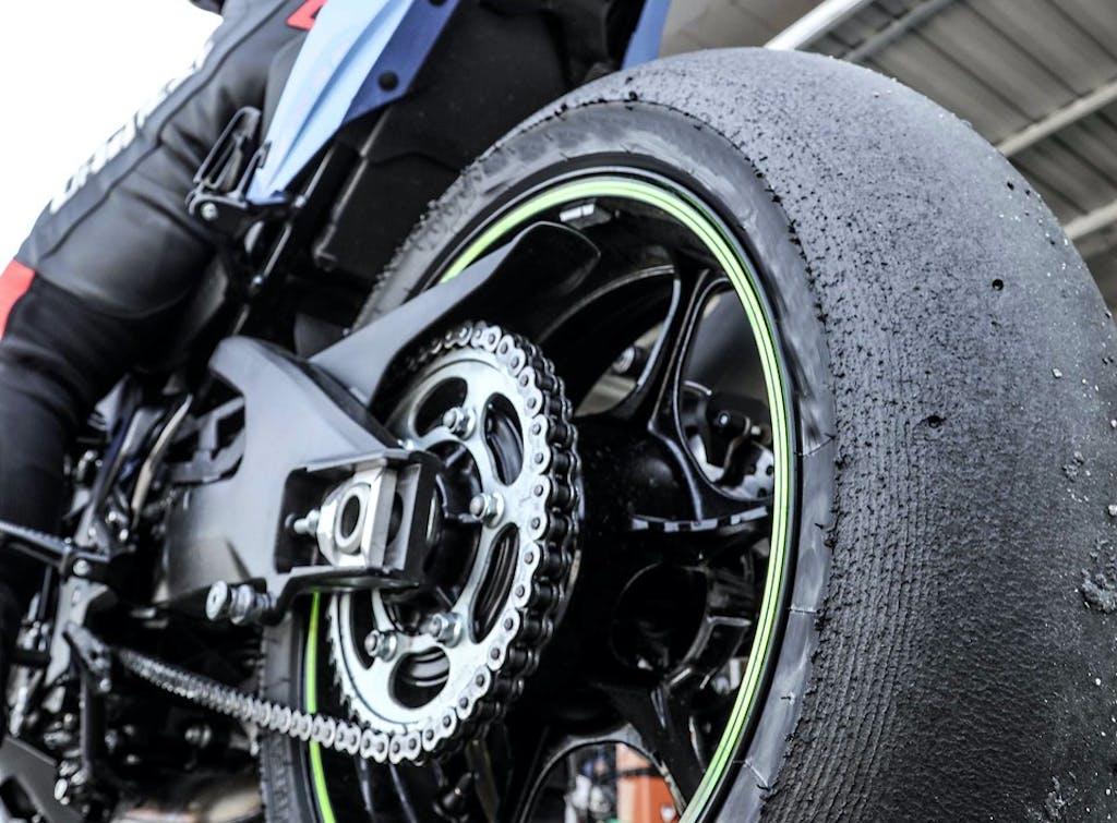 Pneumatici moto in pista  Pressioni, temperature, termocoperte