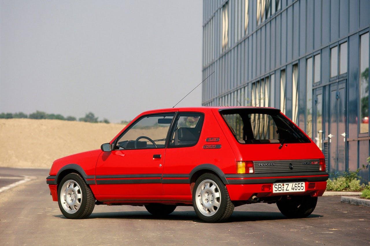 Peugeot 205 1.9 GTI rossa, posteriore