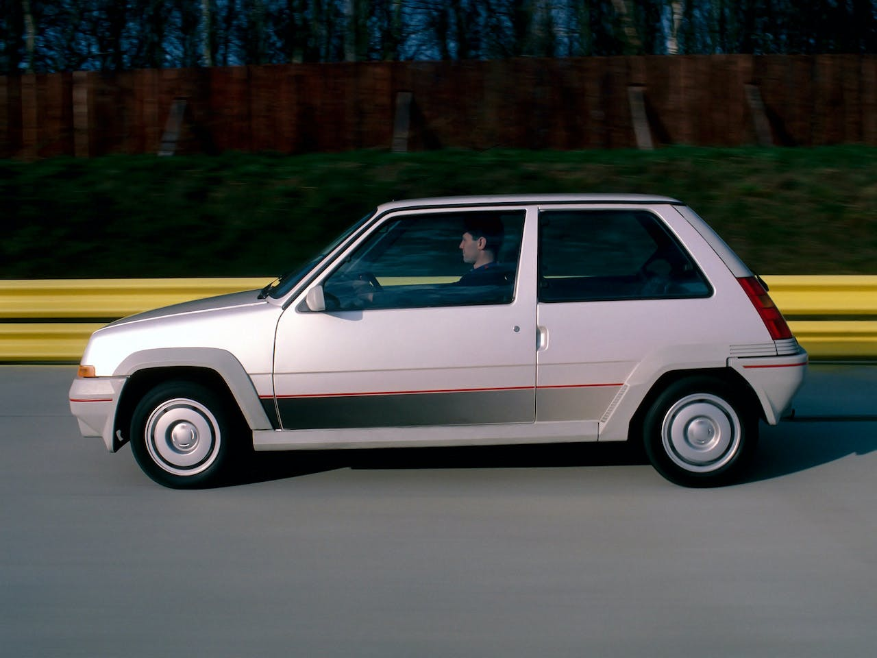 renault_5_gt_turbo LATERALE