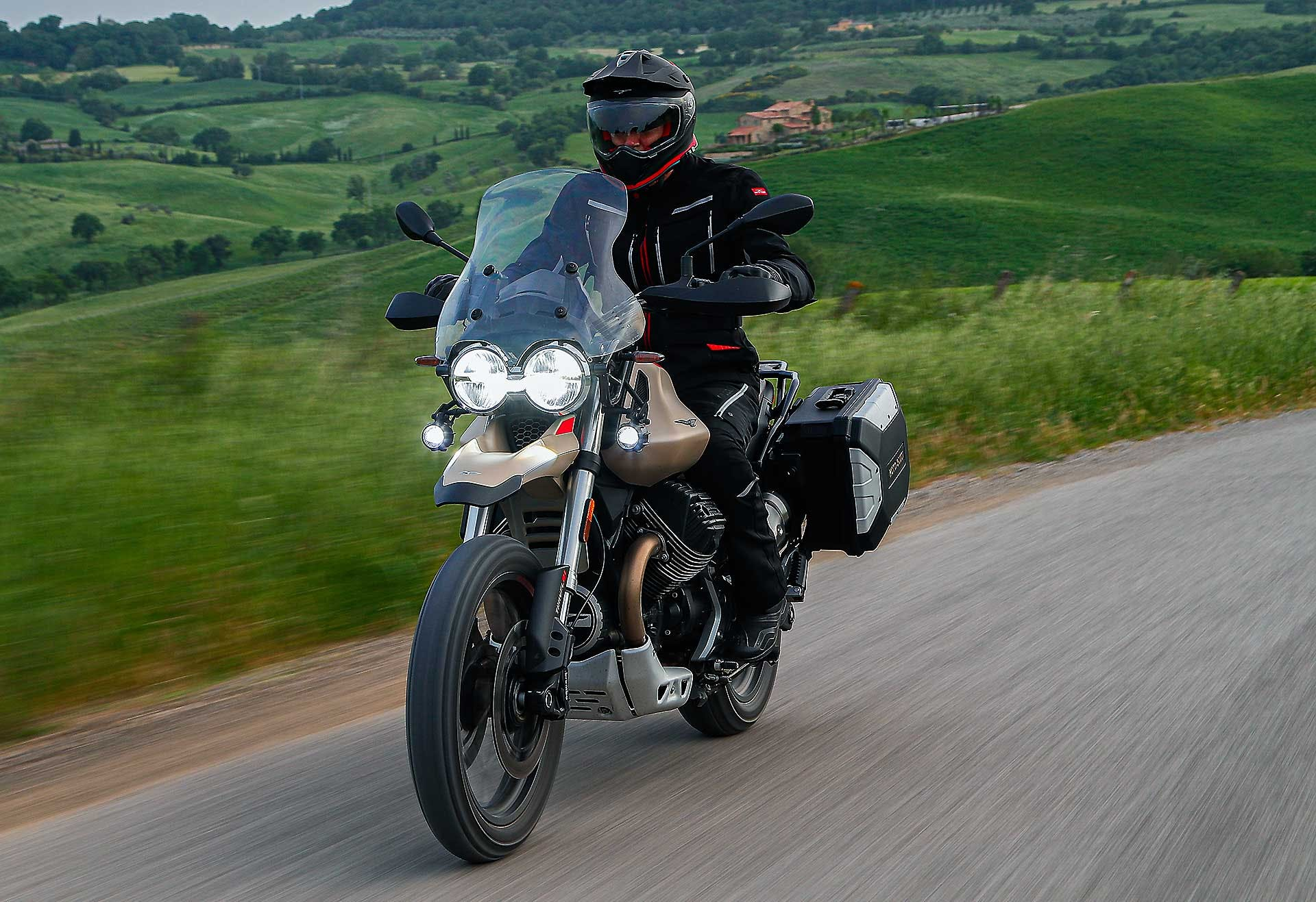 Moto Guzzi V85 TT Travel camera car