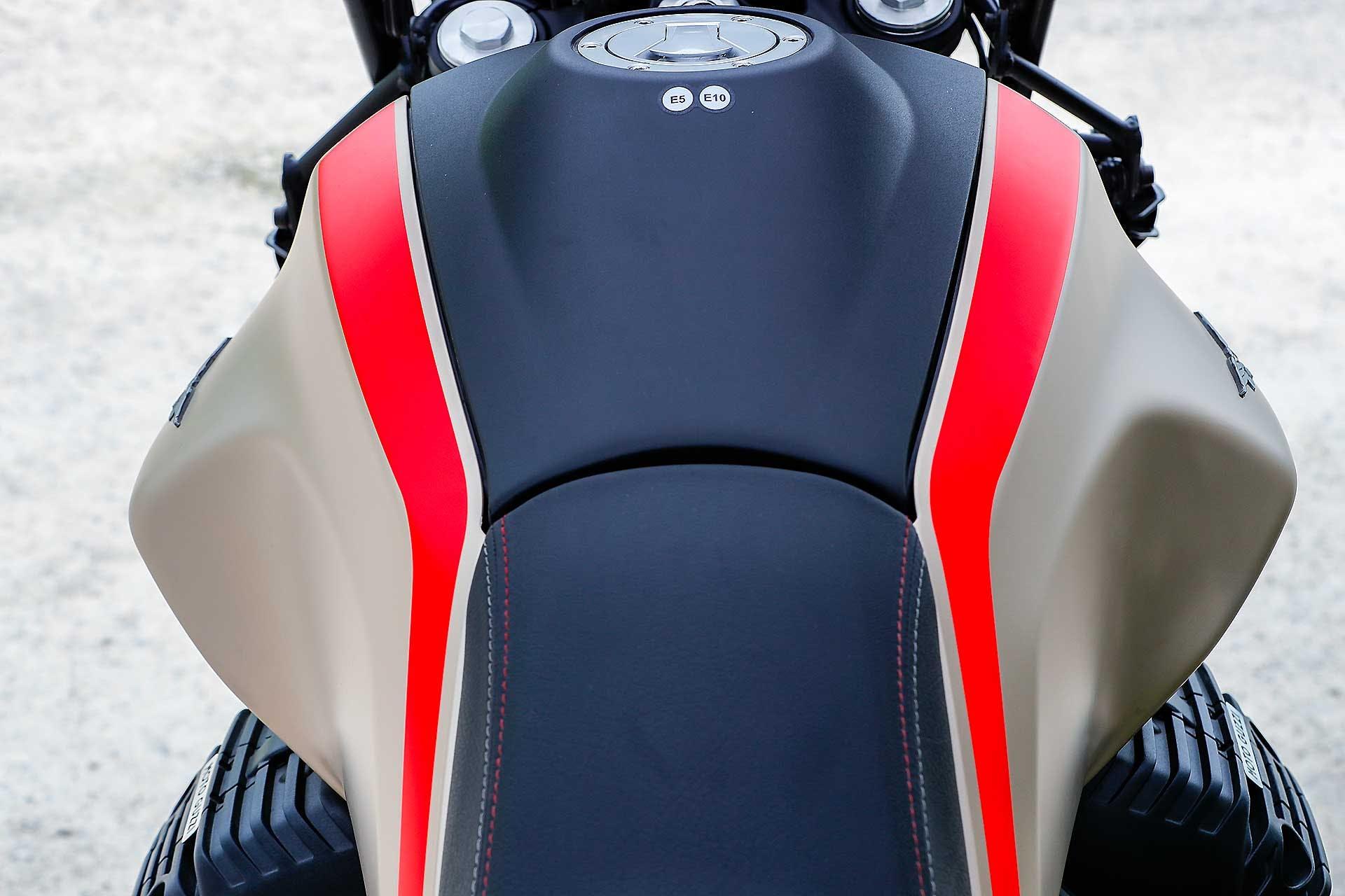 Moto Guzzi V85 TT Travel serbatoio
