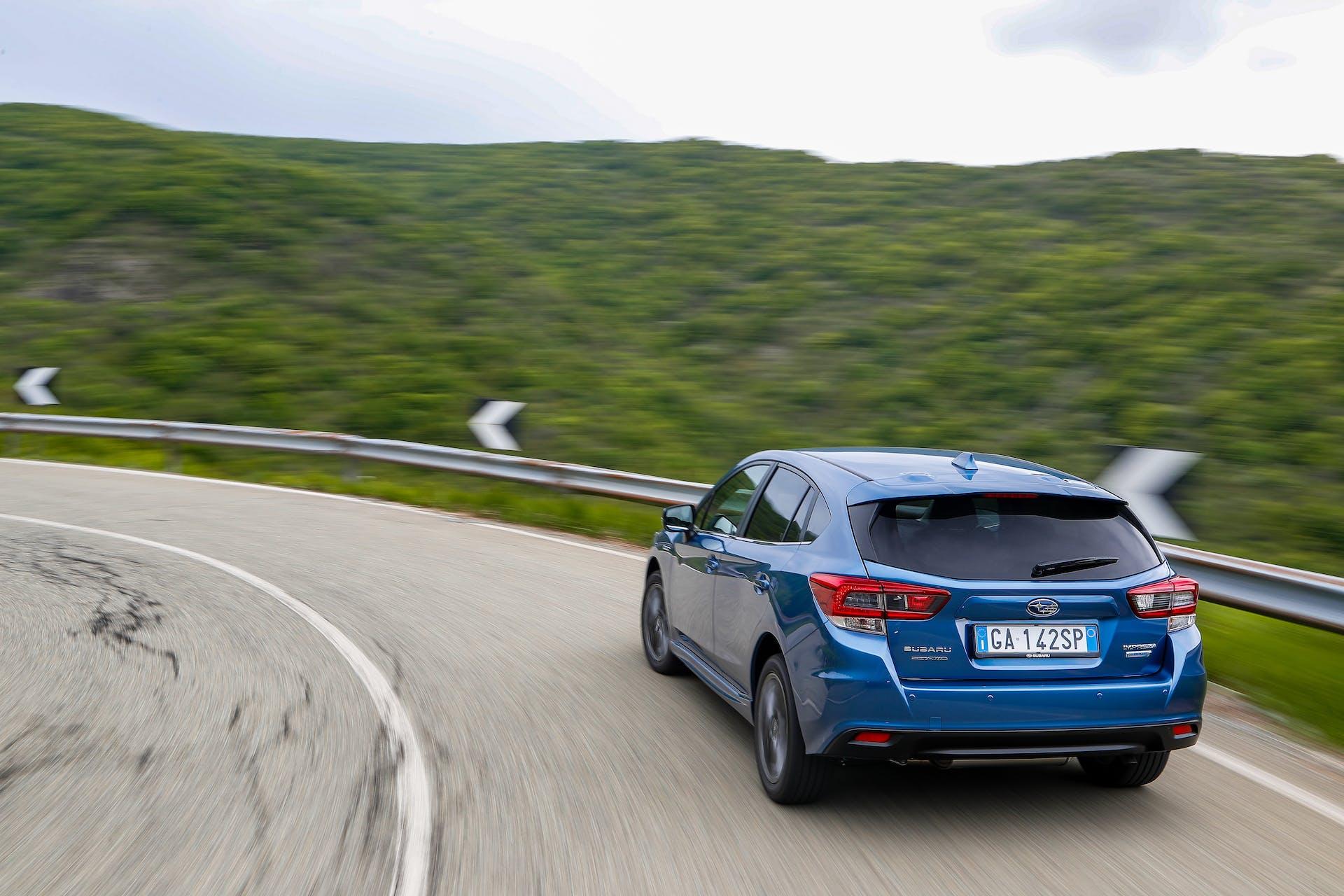 Subaru Impreza ibrida posteriore