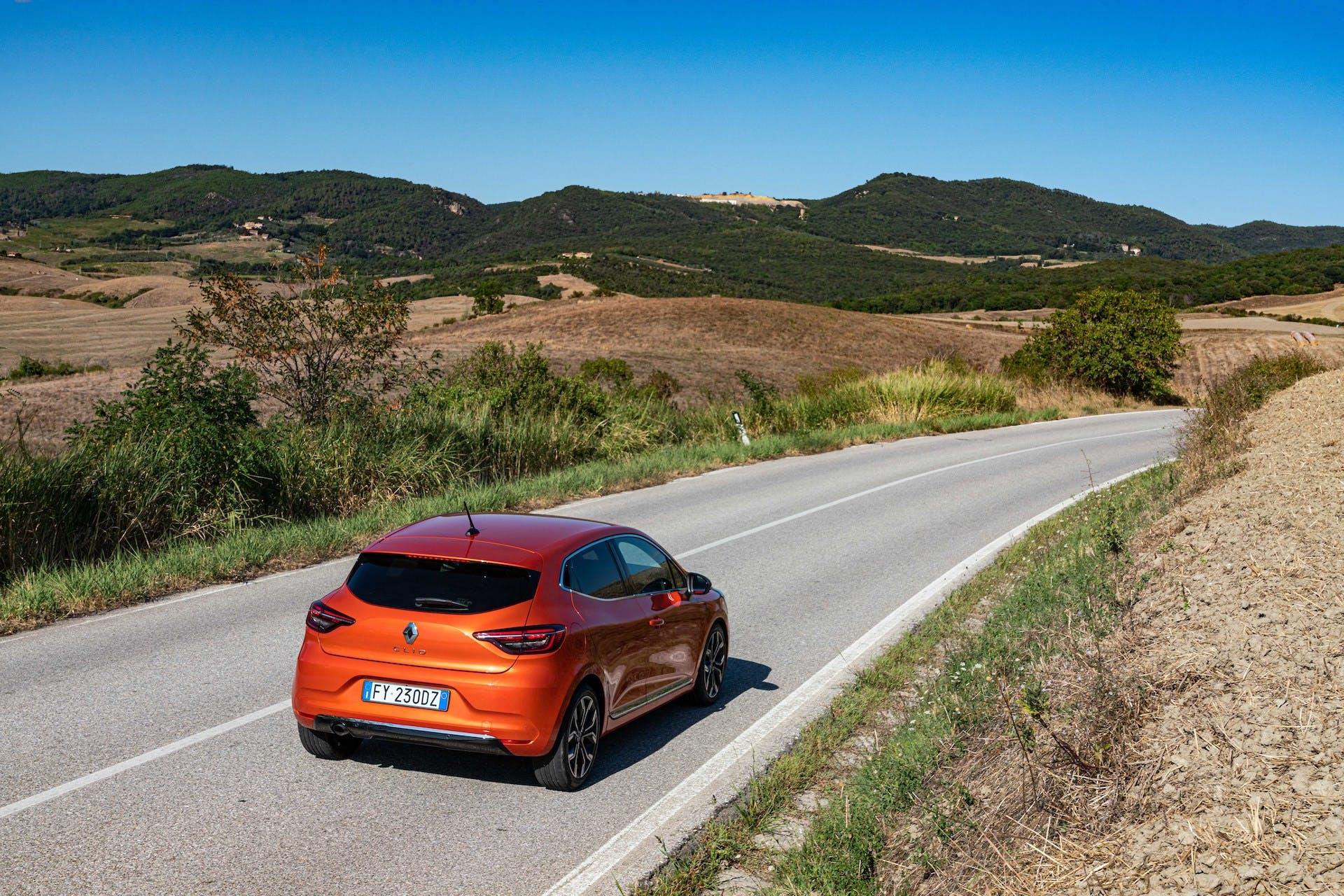 Nuova Renault CLIO arancione toscana