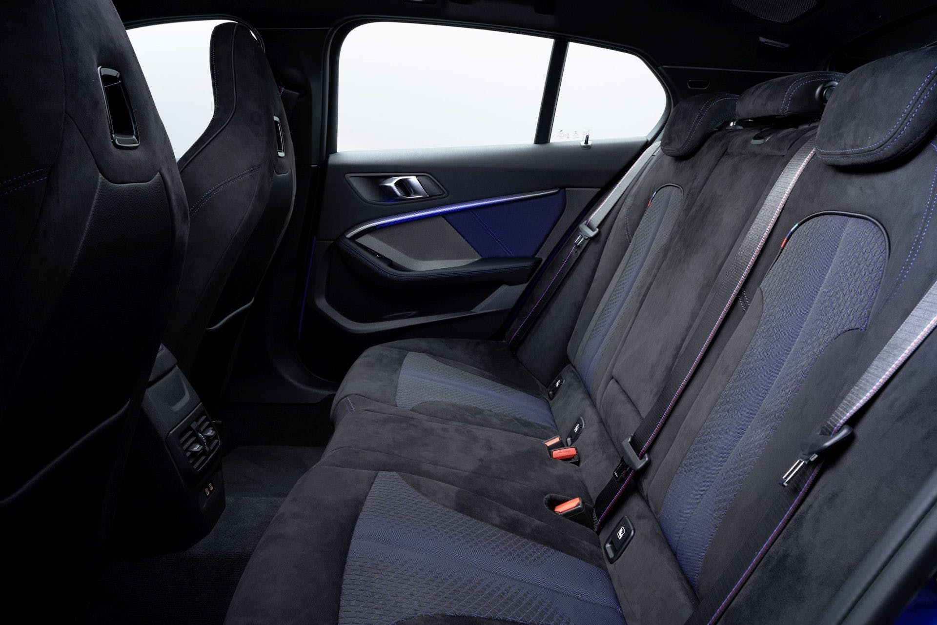 BMW M135i sedili posteriori